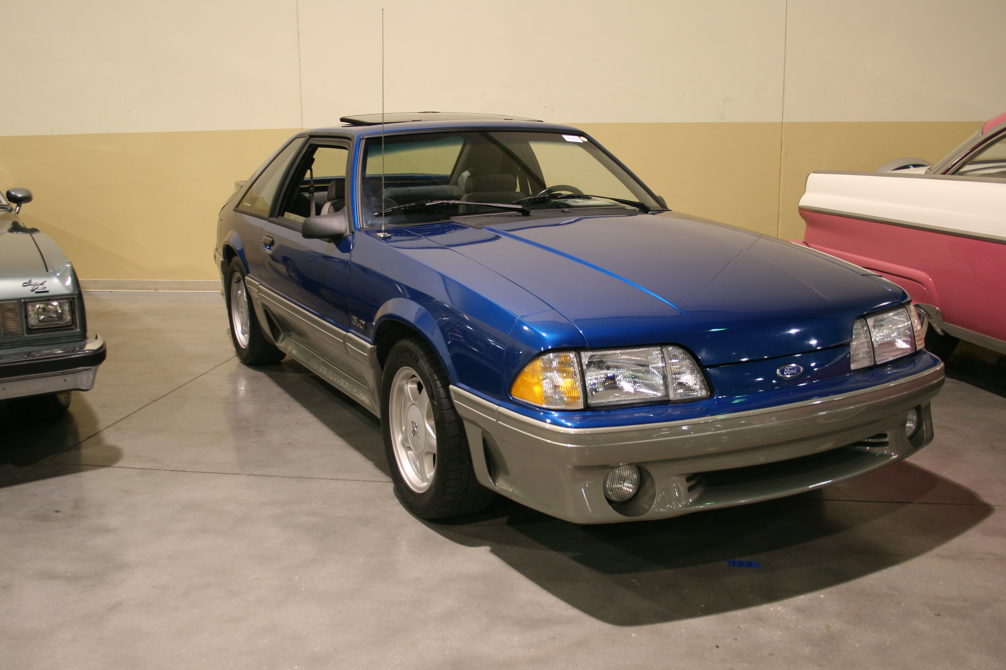 2nd Image of a 1992 FORD MUSTANG GT