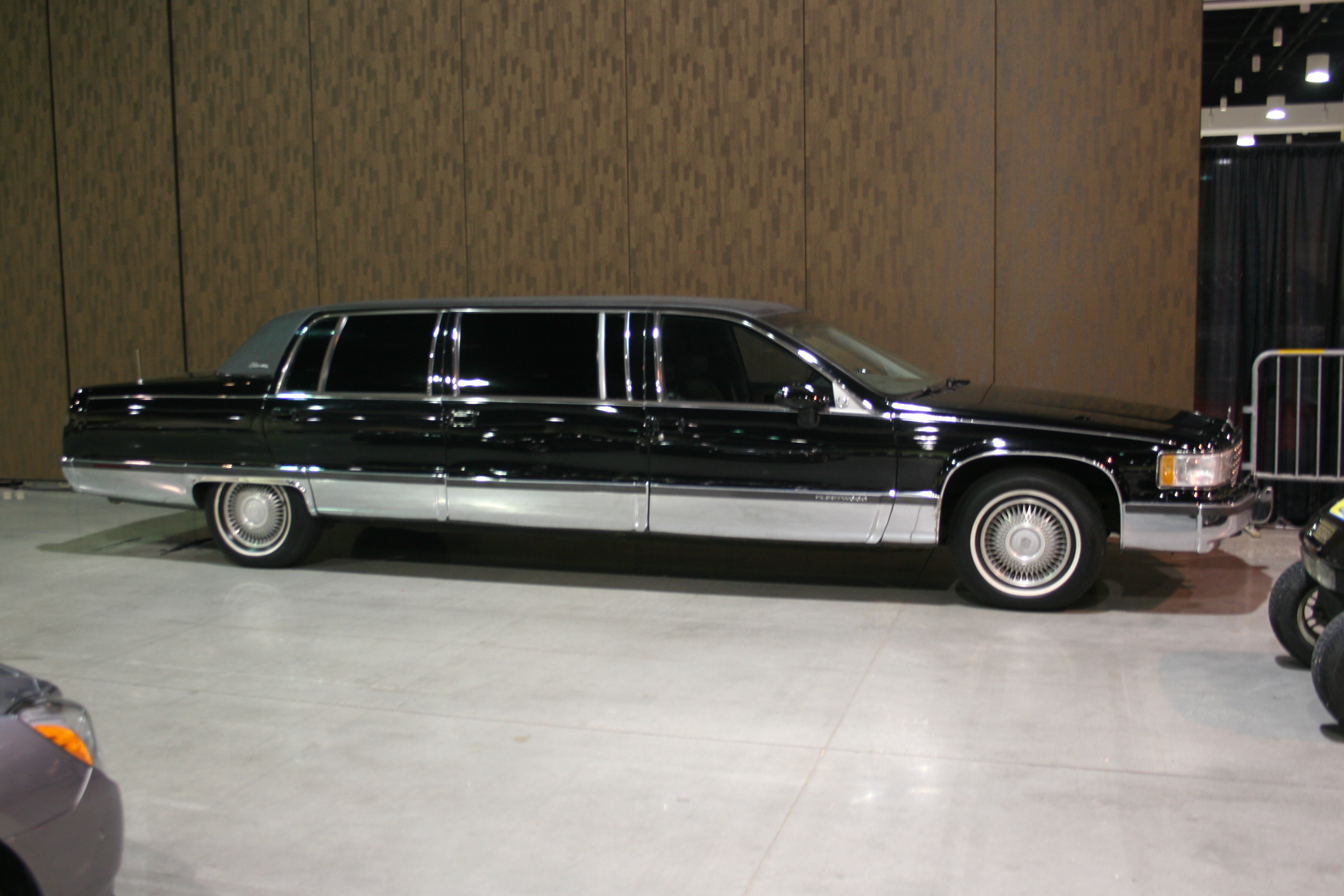 2nd Image of a 1994 CADILLAC FLEETWOOD