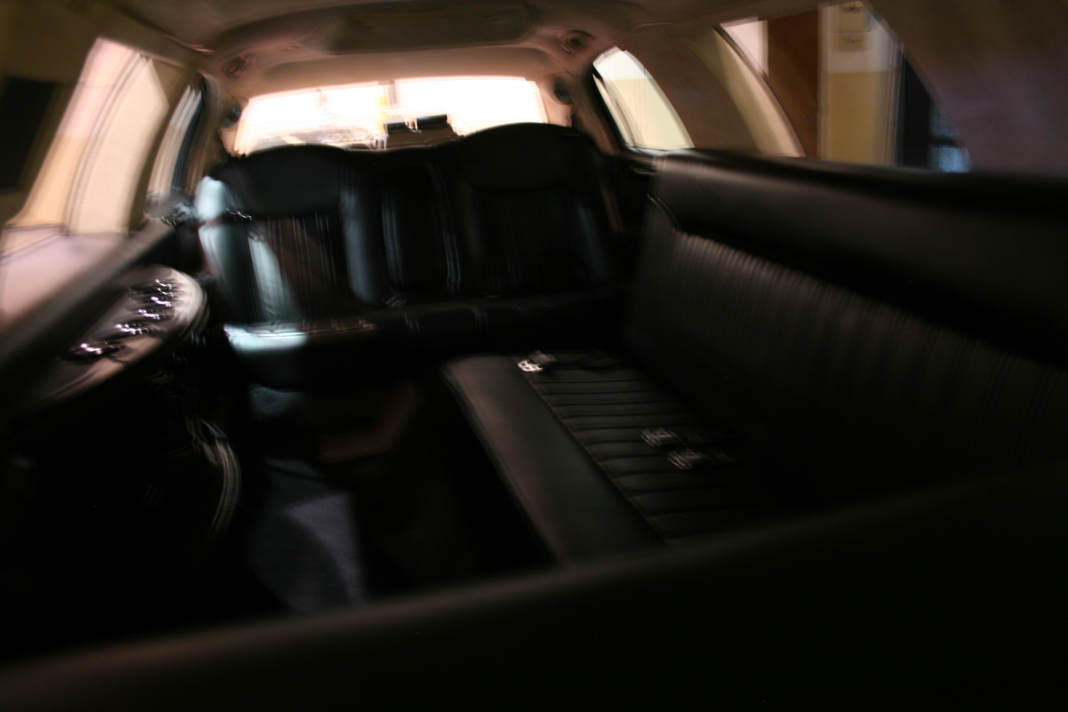 4th Image of a 1998 LINCOLN TOWN CAR EXECUTIVE
