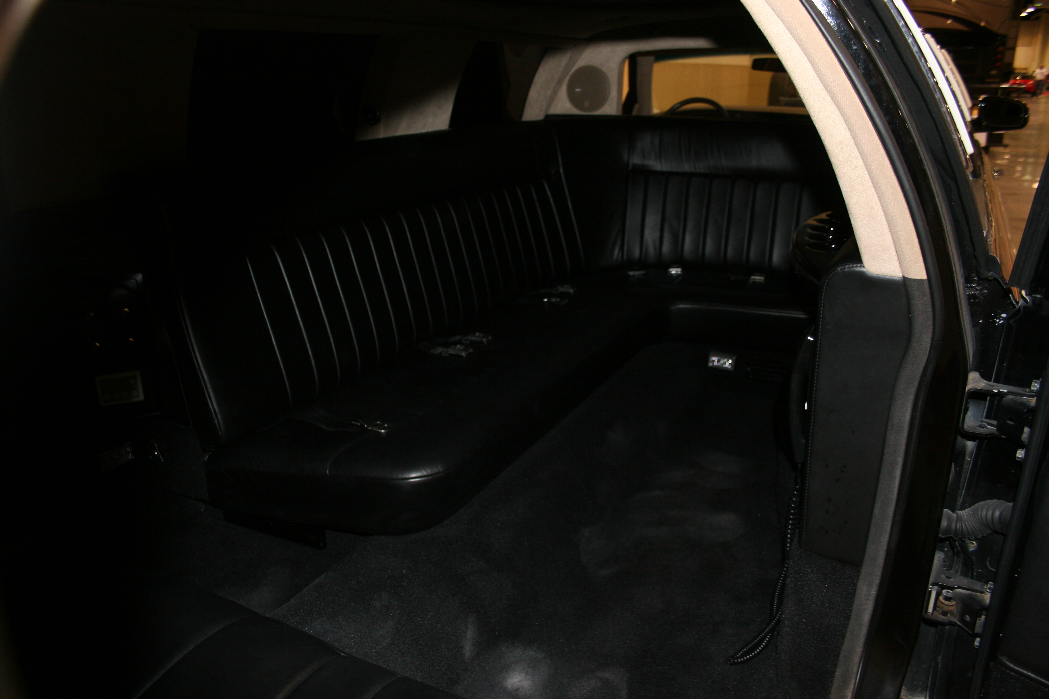 5th Image of a 1998 LINCOLN TOWN CAR EXECUTIVE