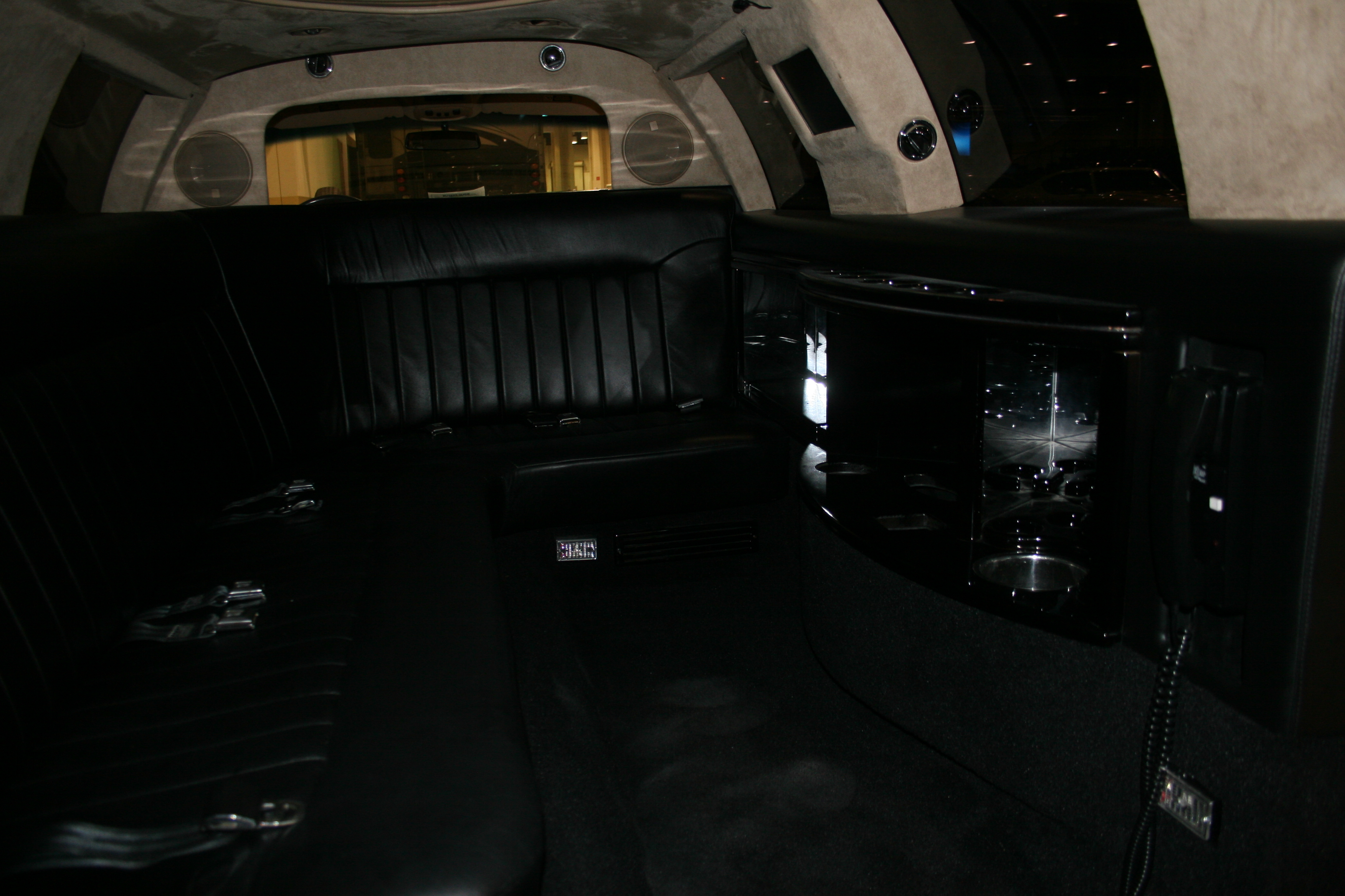 7th Image of a 1998 LINCOLN TOWN CAR EXECUTIVE