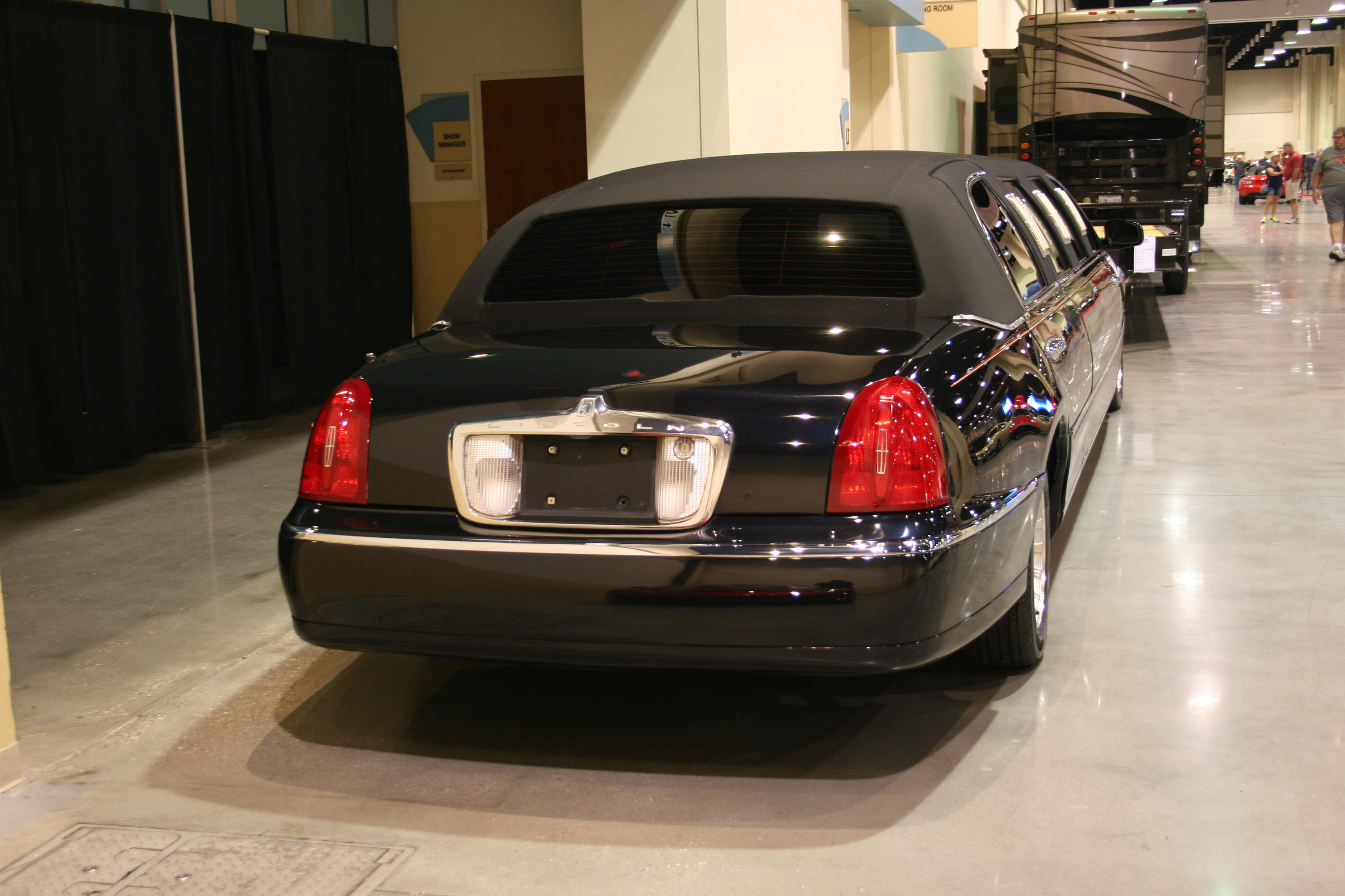 8th Image of a 1998 LINCOLN TOWN CAR EXECUTIVE
