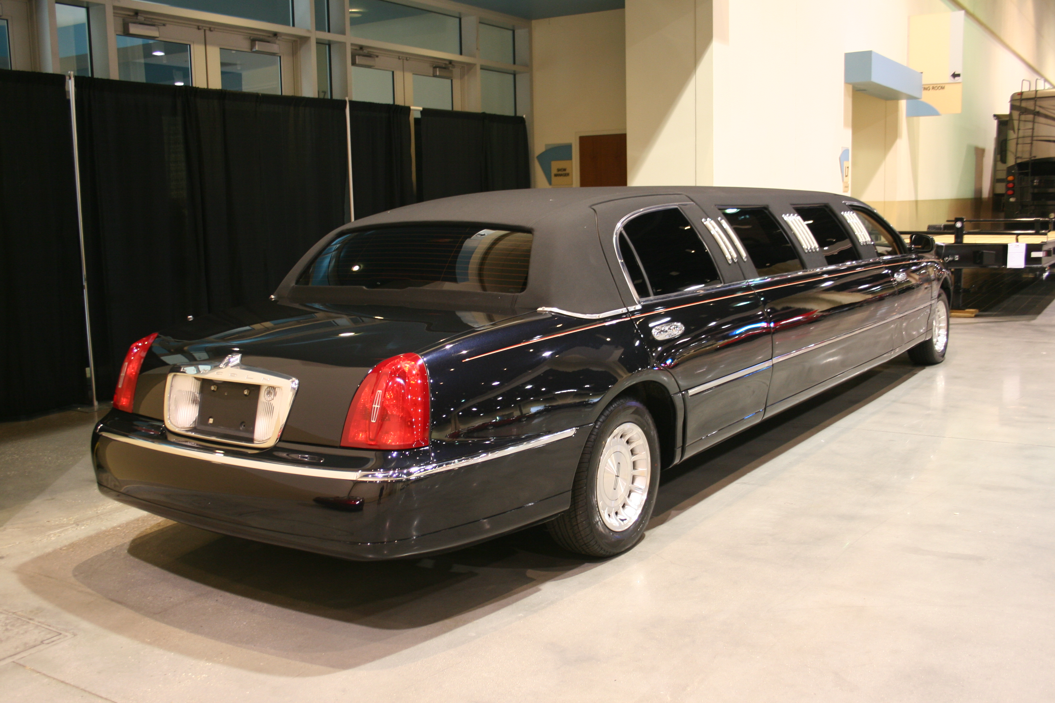 9th Image of a 1998 LINCOLN TOWN CAR EXECUTIVE