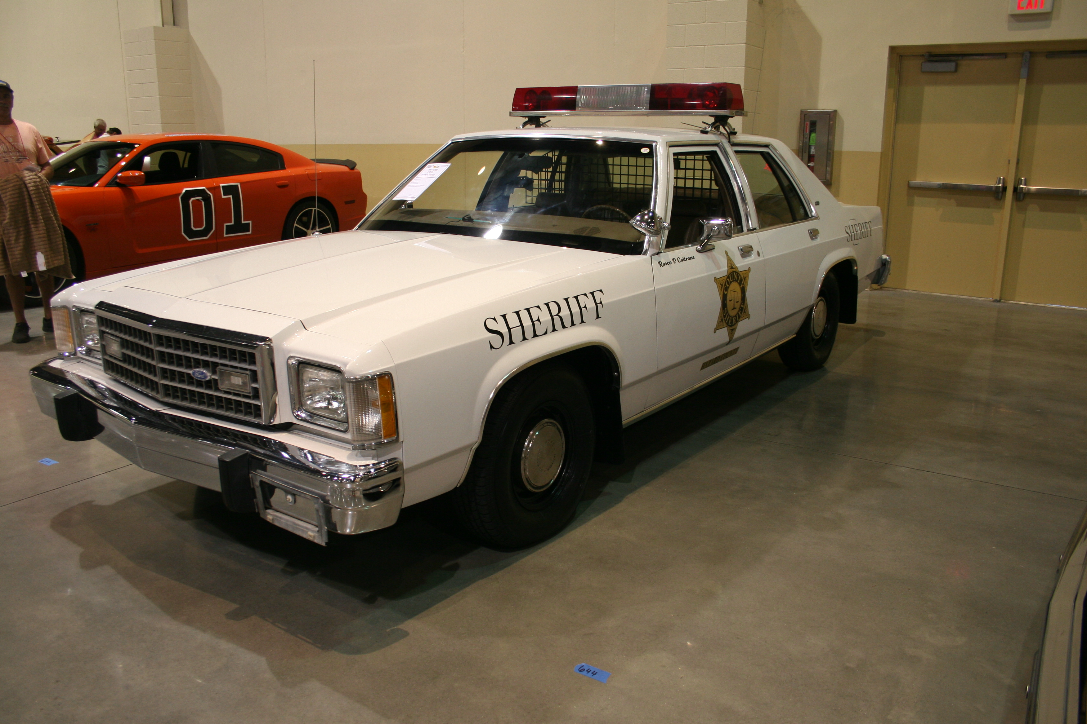 2nd Image of a 1982 FORD LTD S