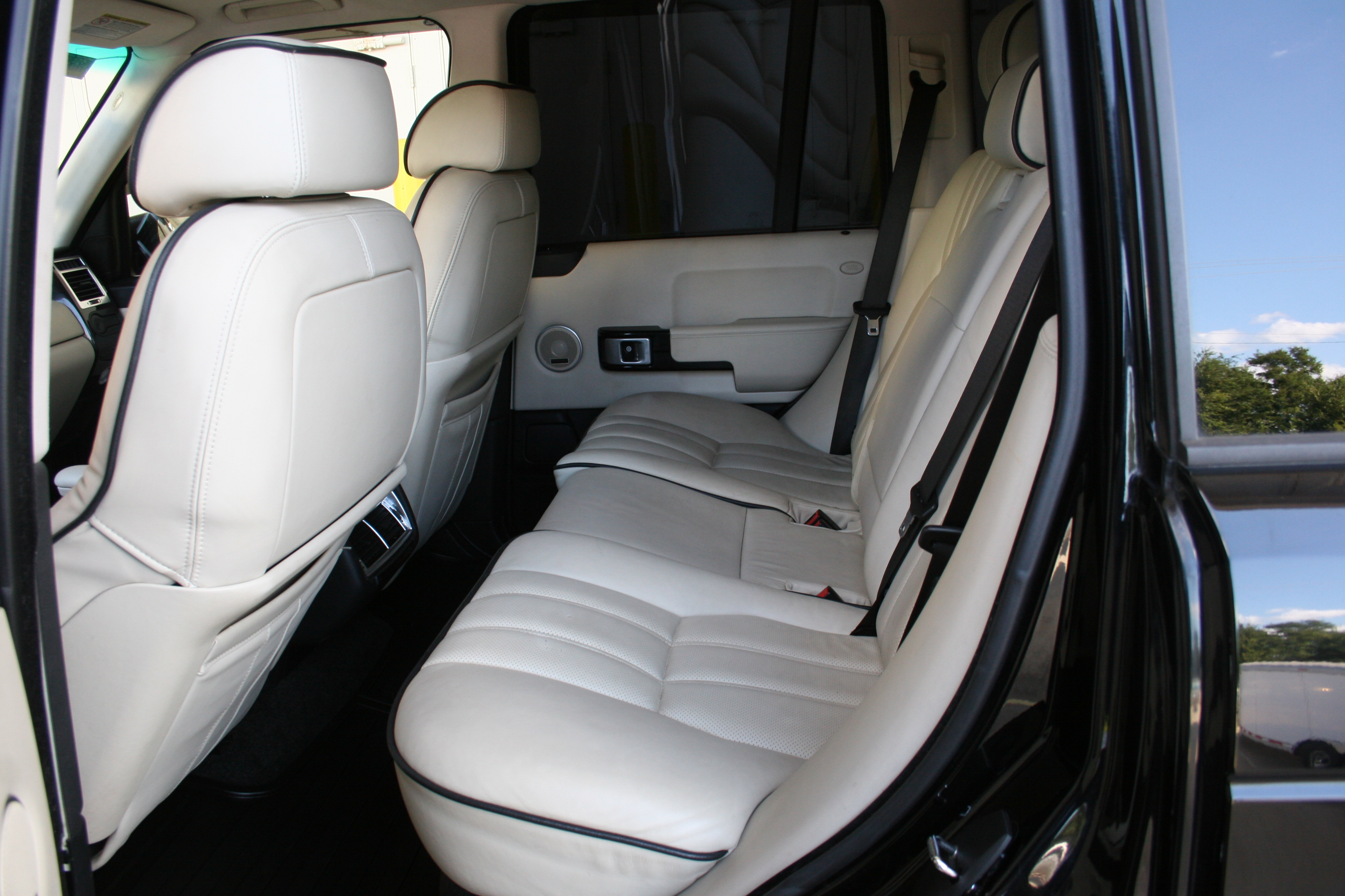 5th Image of a 2006 LAND ROVER RANGE ROVER HSE