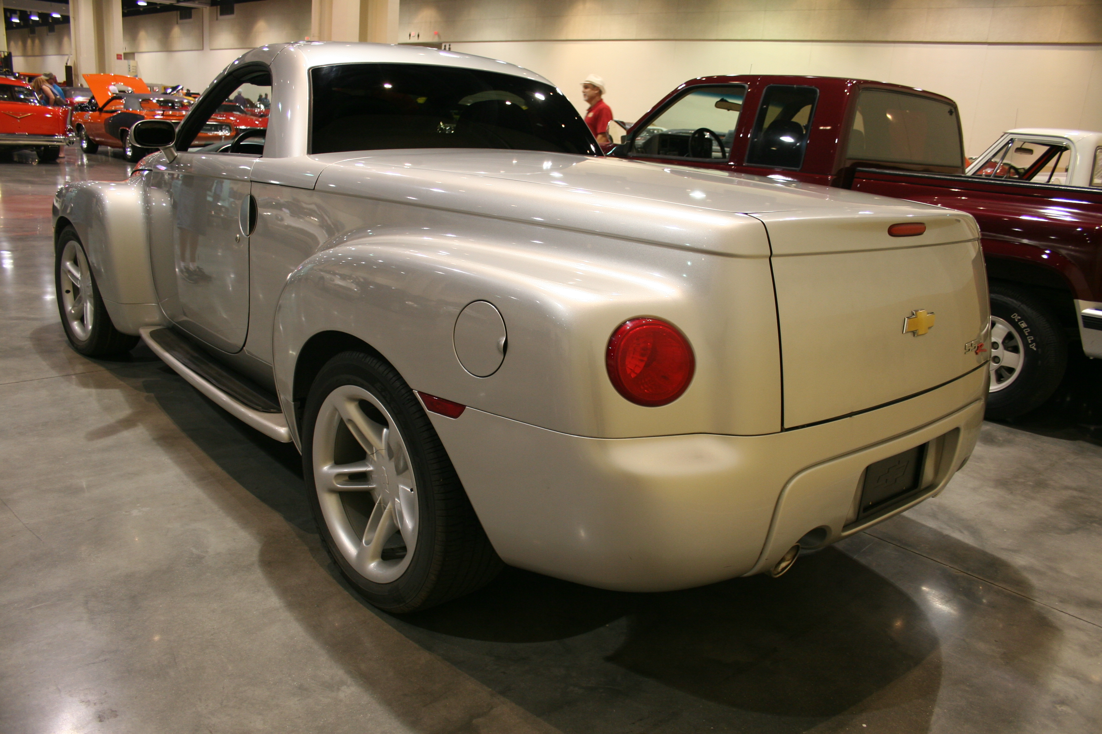 5th Image of a 2004 CHEVROLET SSR LS