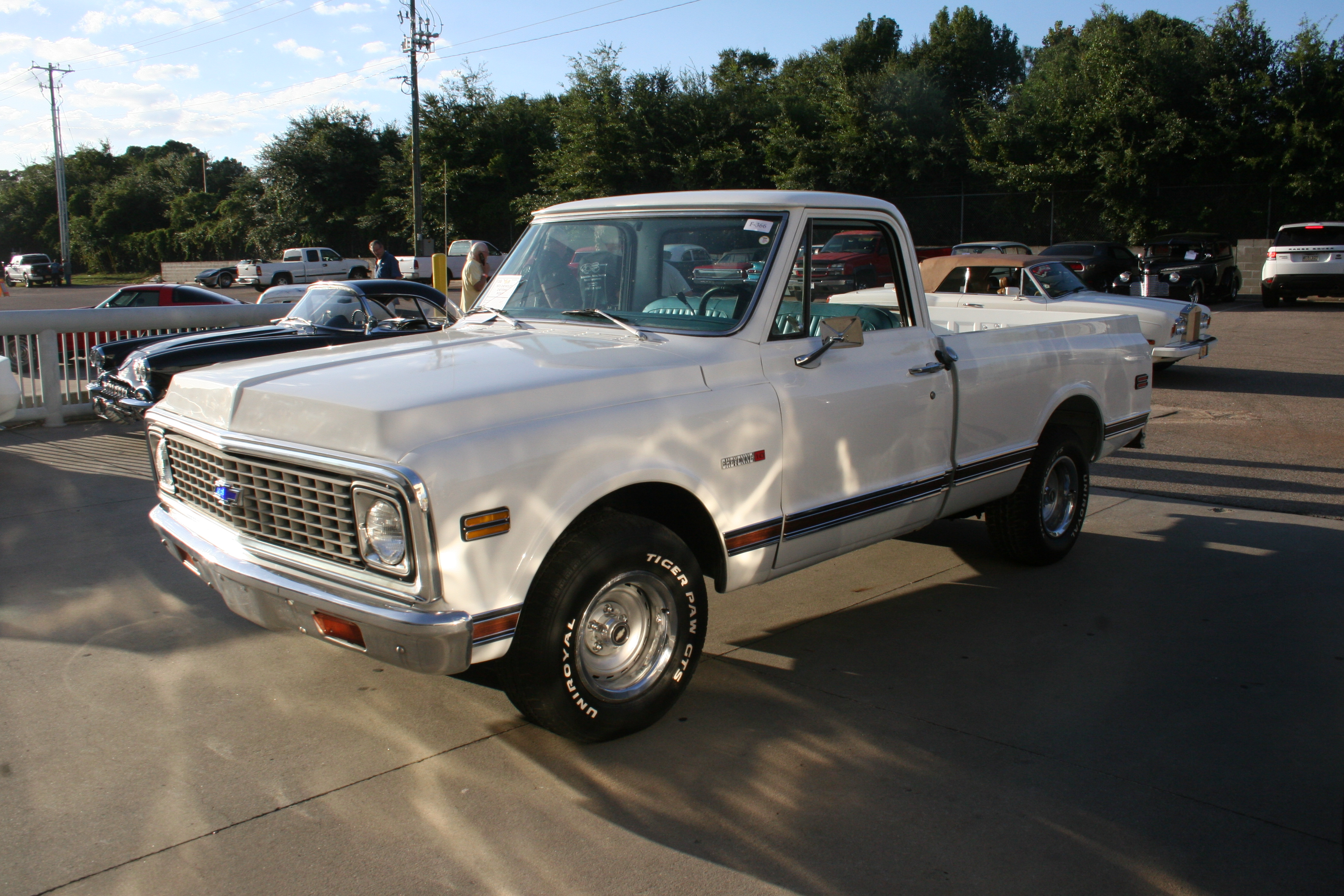 2nd Image of a 1972 CHEVROLET CHEYENNE