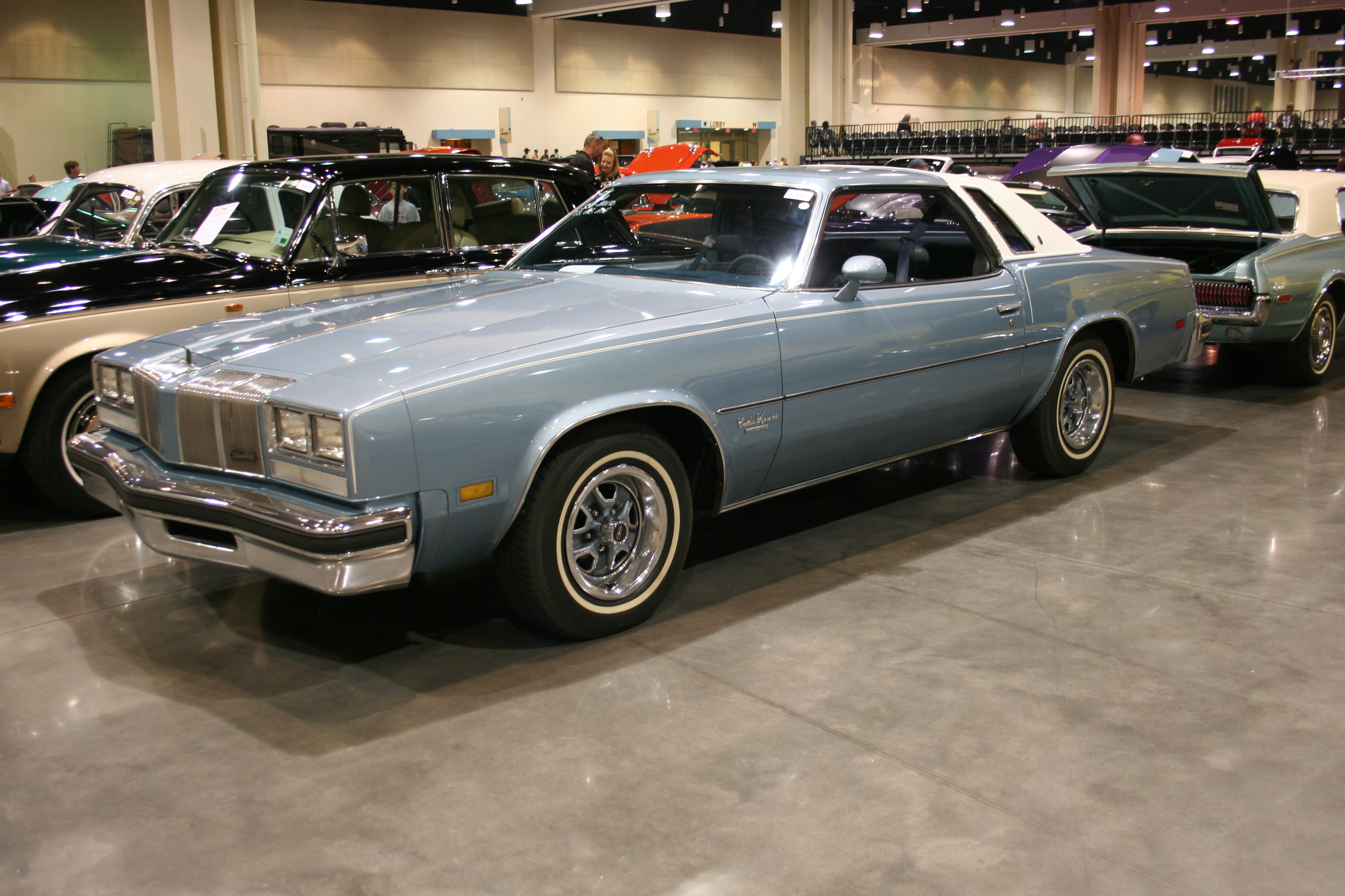 2nd Image of a 1976 OLDSMOBILE CUTLASS