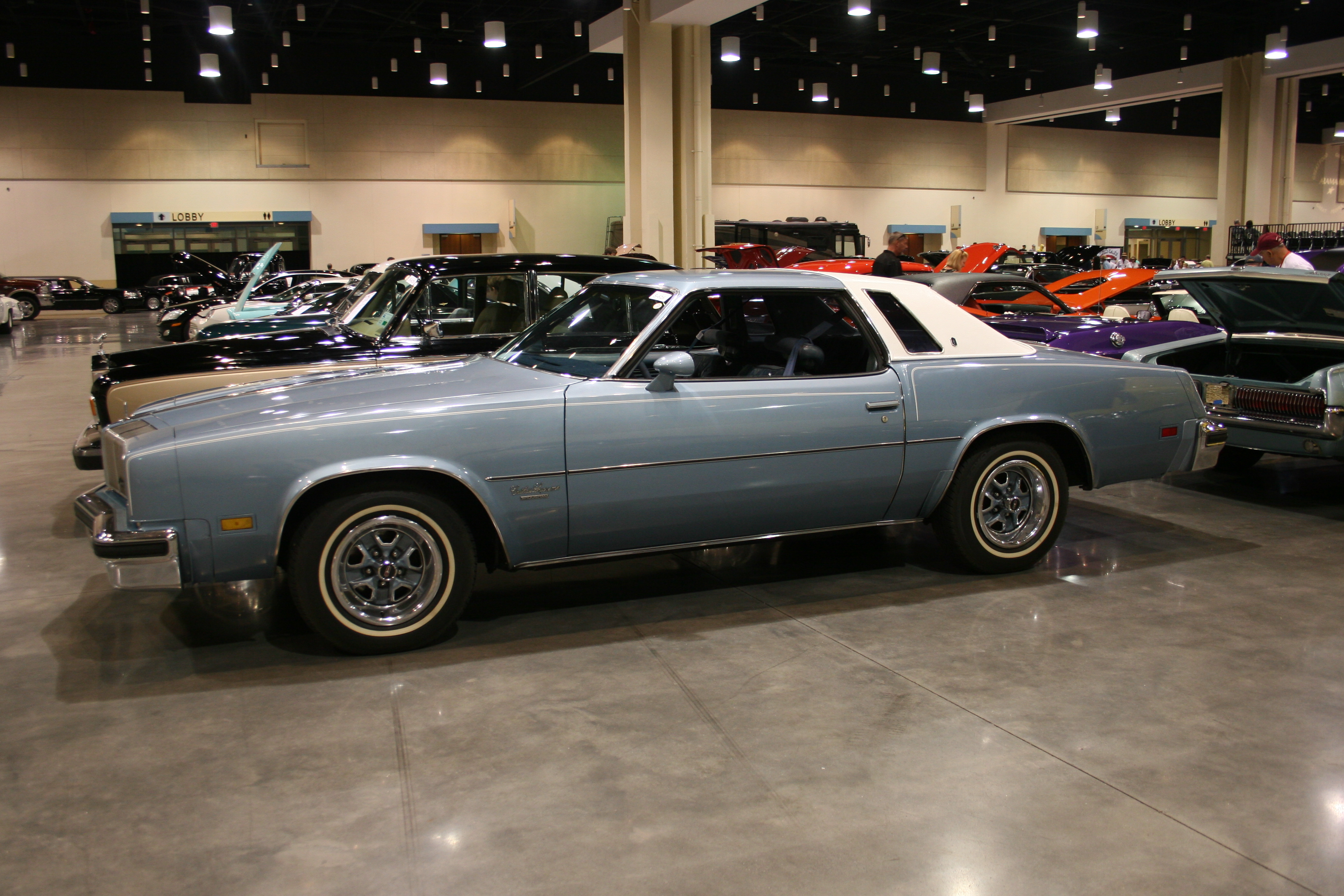 3rd Image of a 1976 OLDSMOBILE CUTLASS