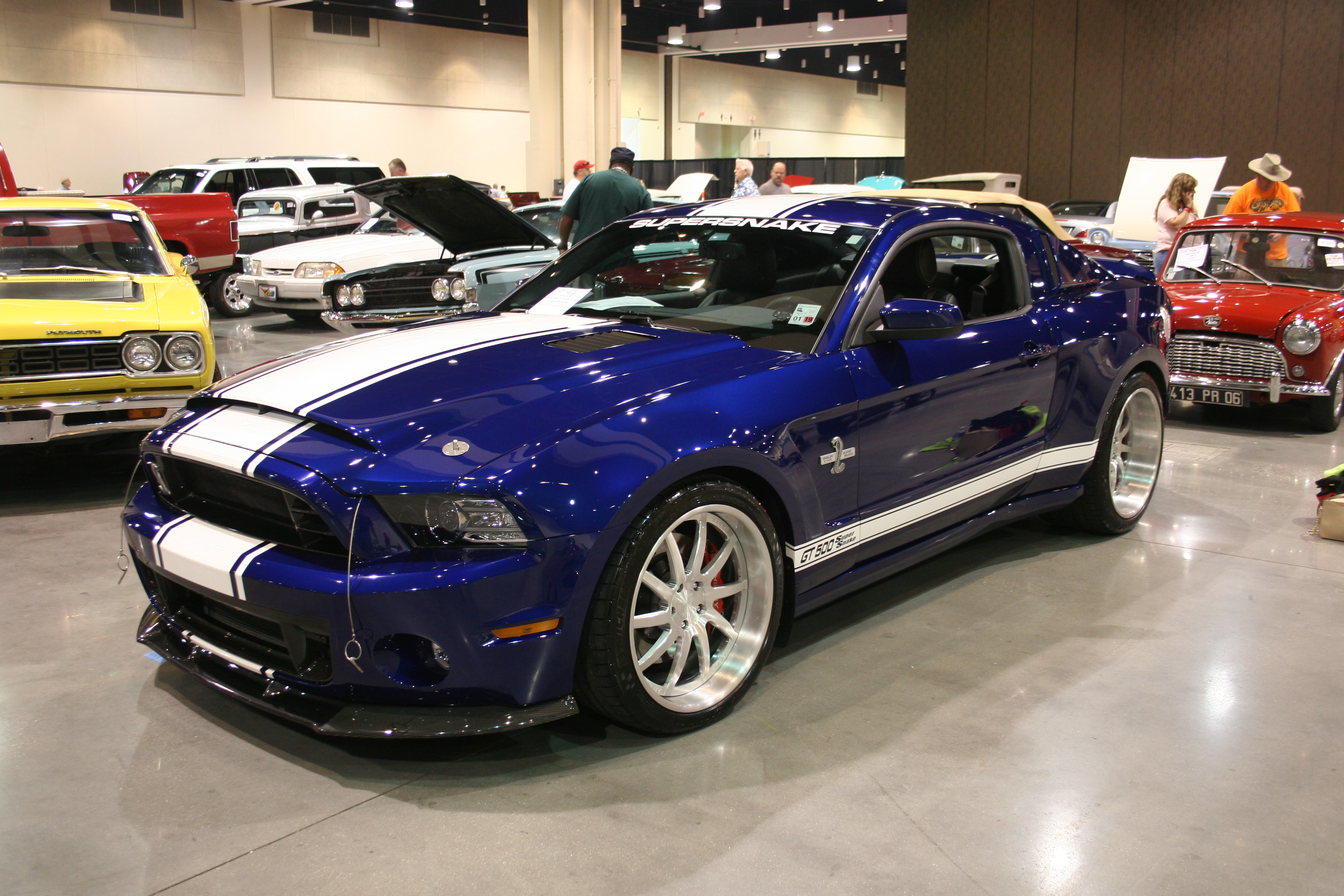 2nd Image of a 2014 FORD MUSTANG SHELBY GT500