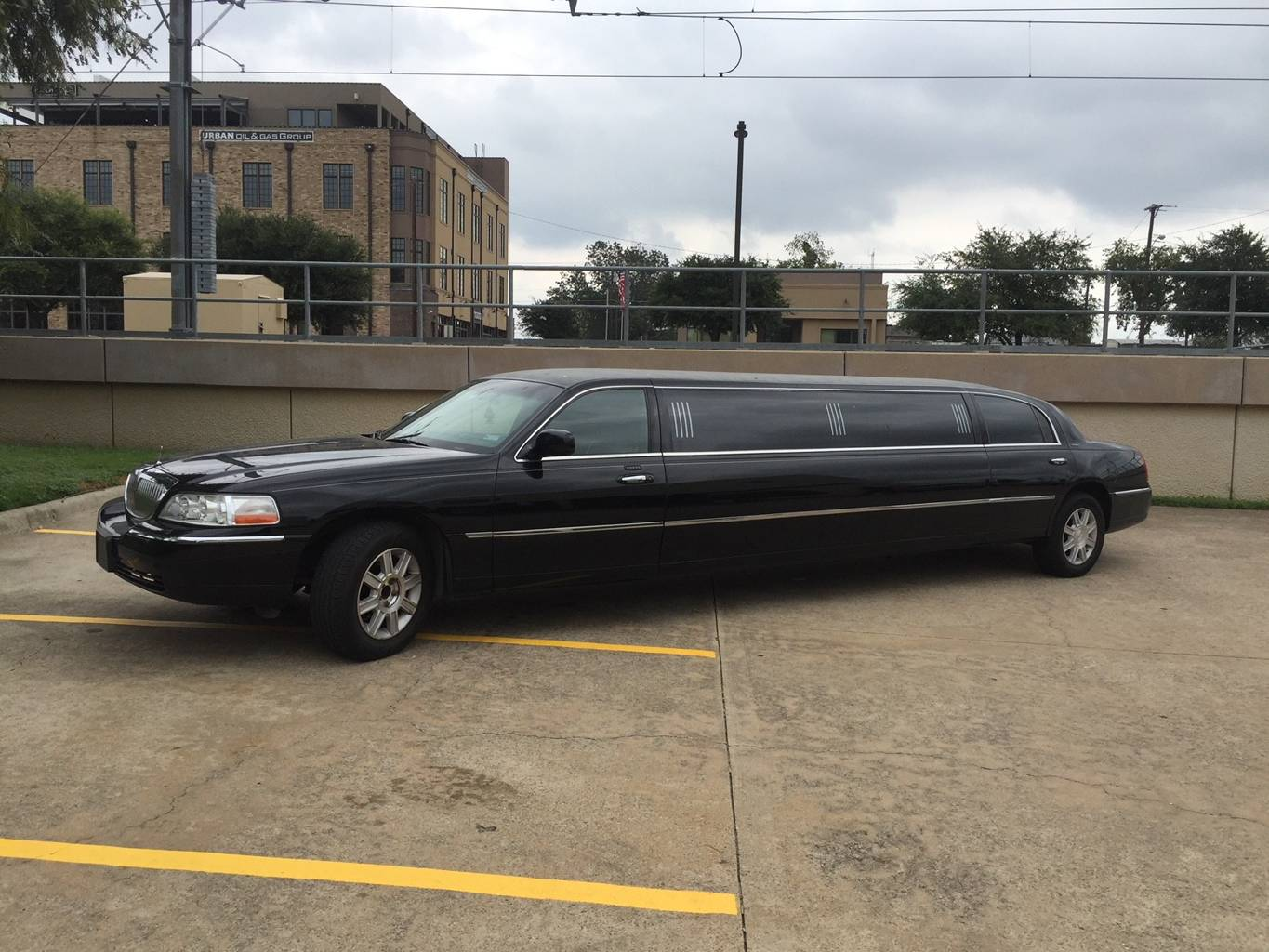 1st Image of a 2007 LINCOLN TOWN CAR EXECUTIVE