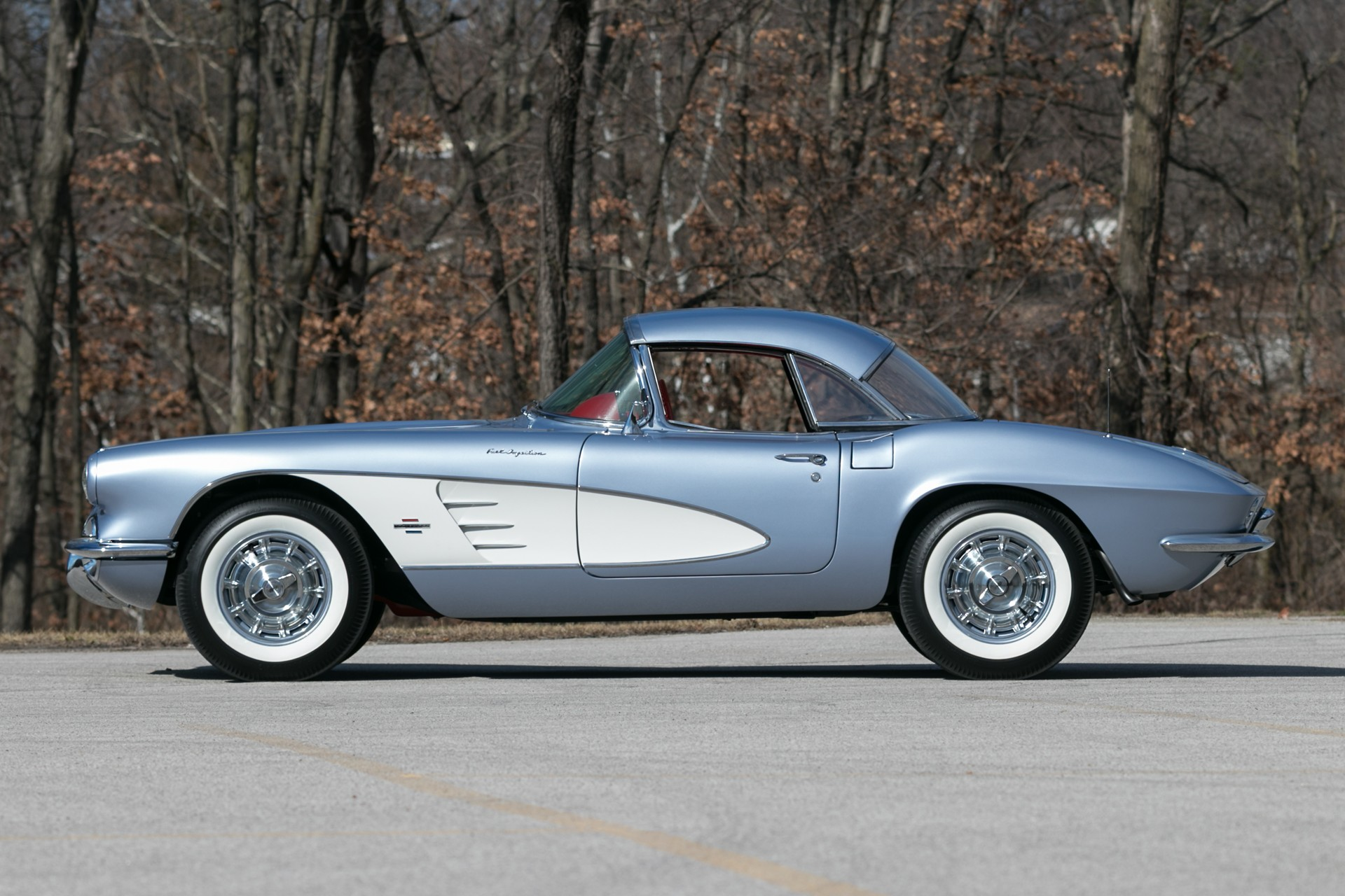 2nd Image of a 1961 CHEVROLET CORVETTE