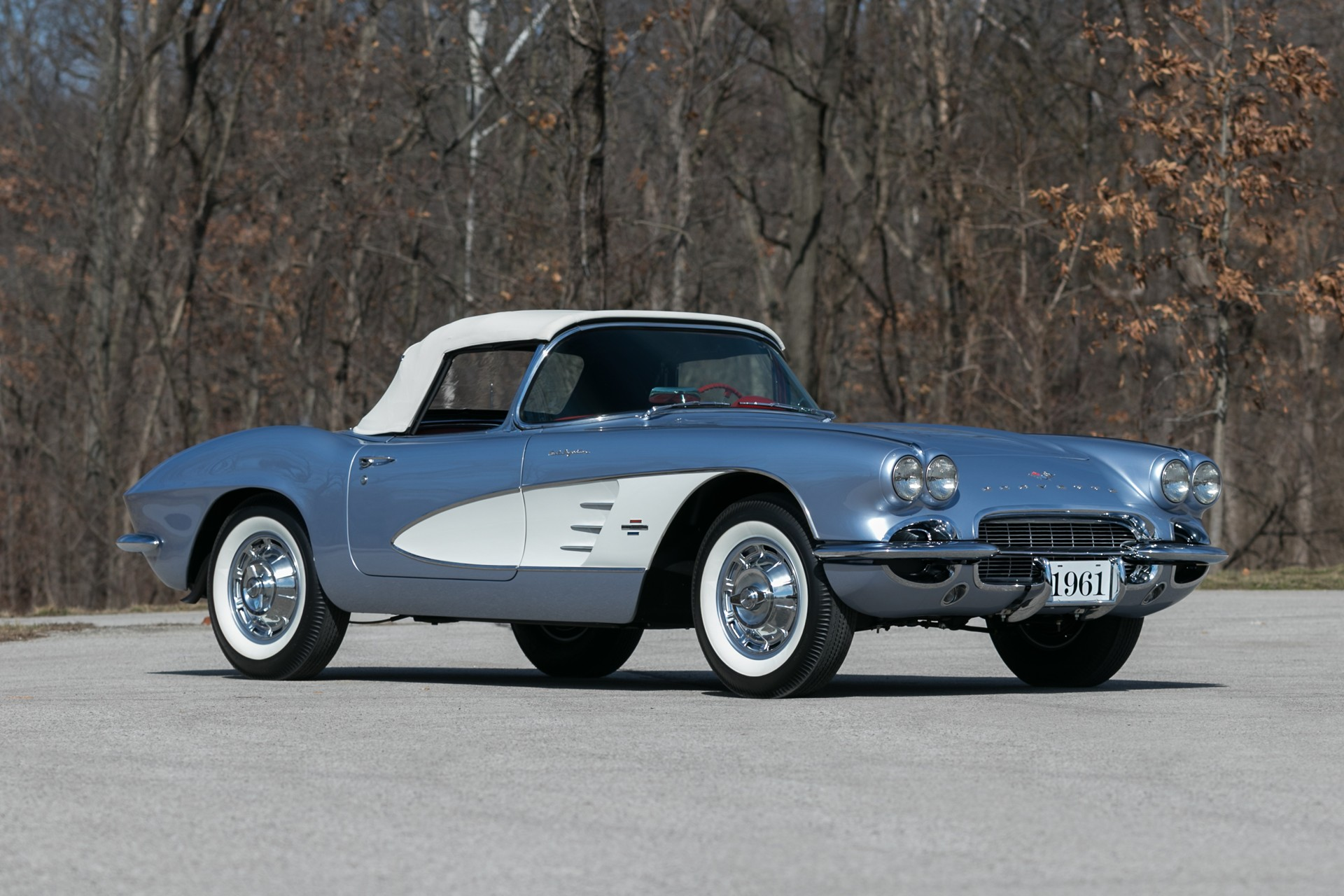 3rd Image of a 1961 CHEVROLET CORVETTE