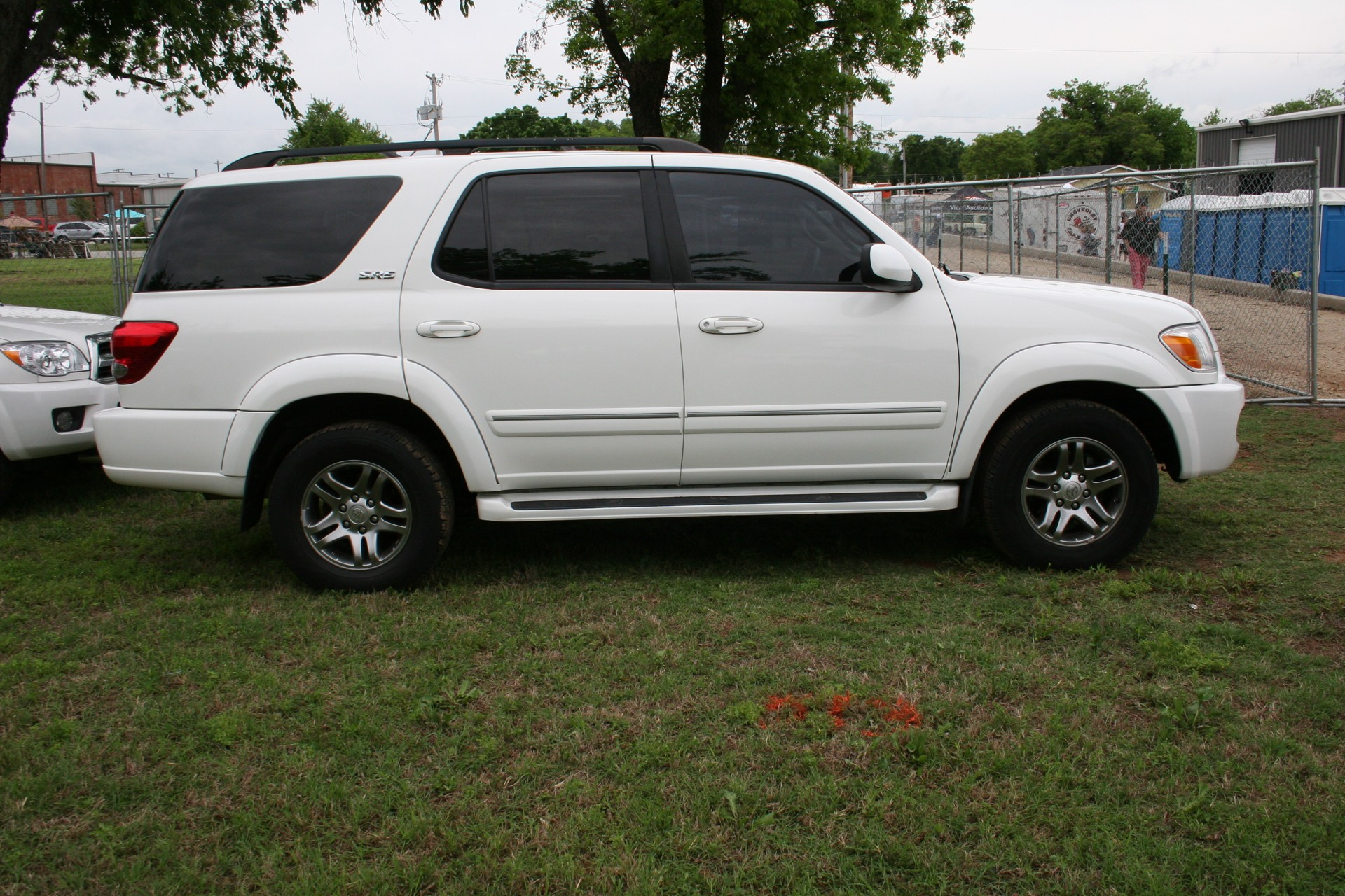 2nd Image of a 2007 TOYOTA SEQUOIA