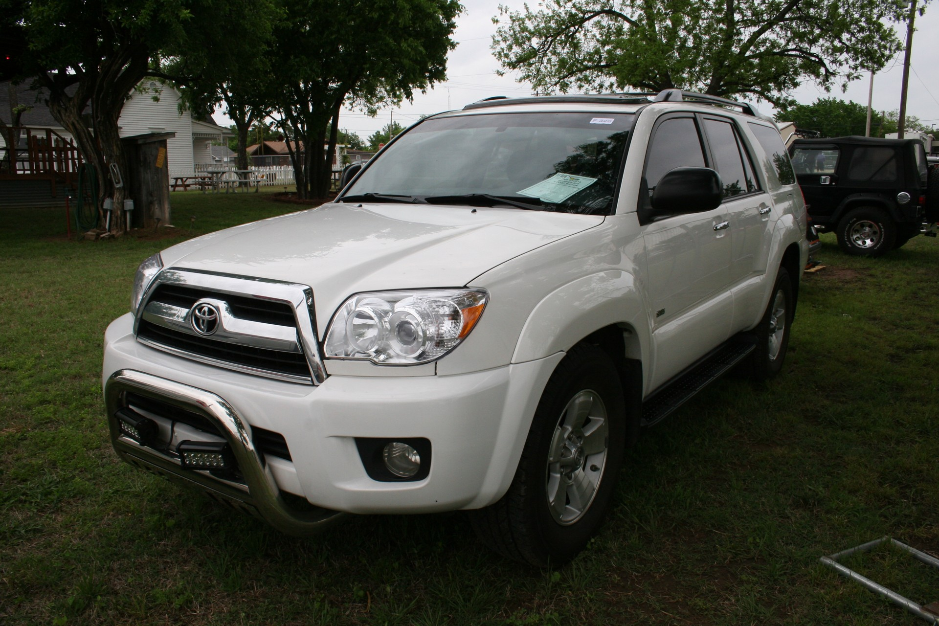 2nd Image of a 2008 TOYOTA 4RUNNER SR5