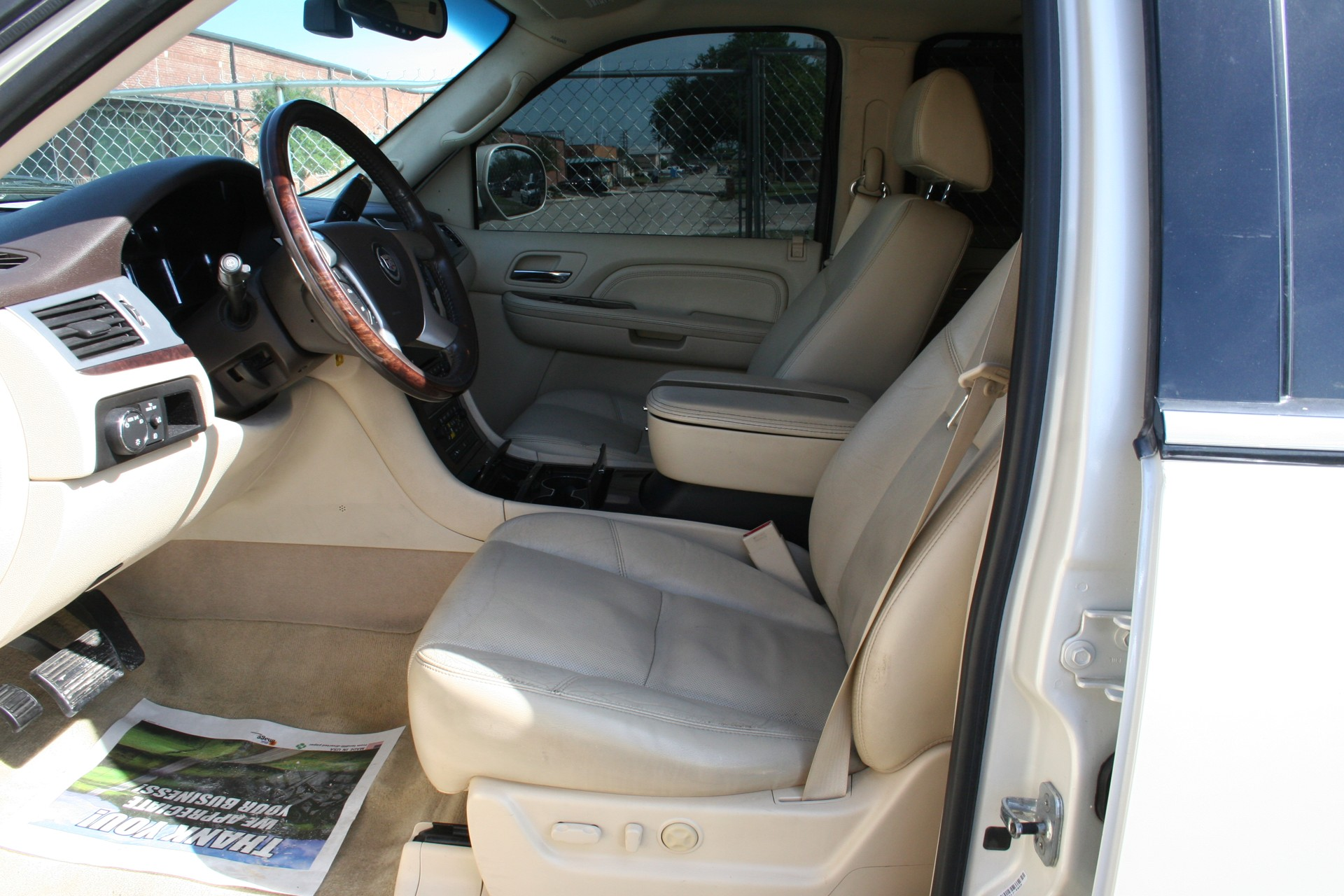 4th Image of a 2008 CADILLAC ESCALADE 1500; LUXURY