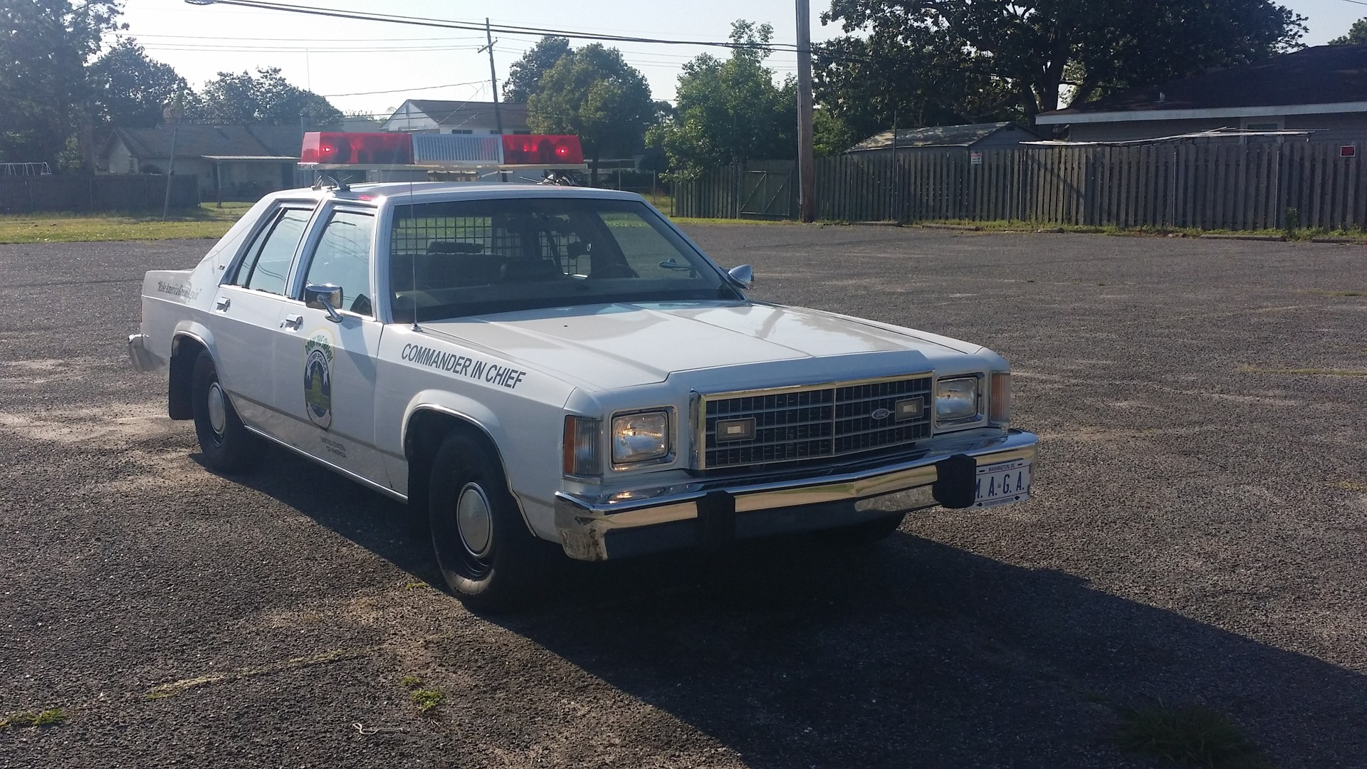 3rd Image of a 1982 FORD LTDS