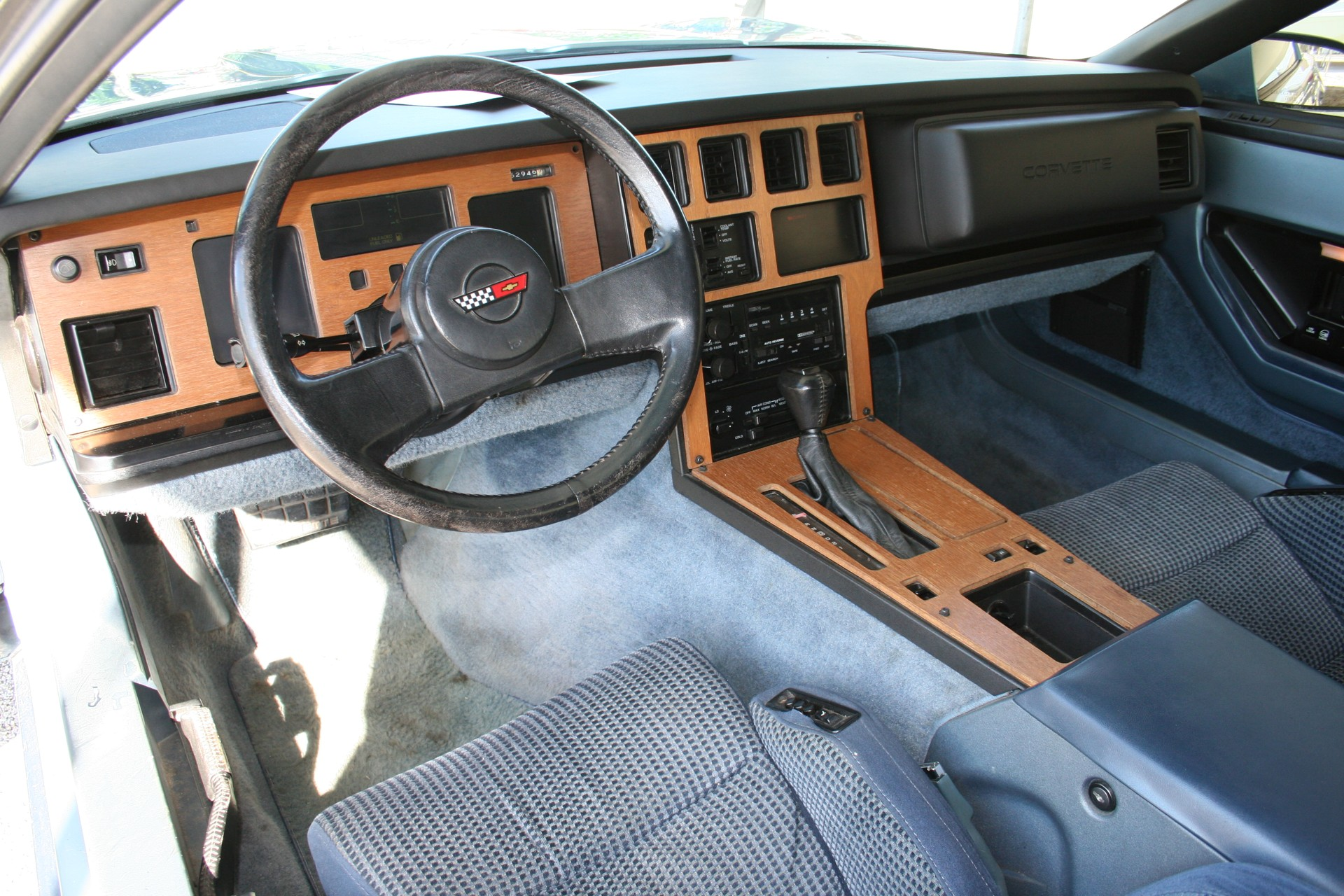 5th Image of a 1985 CHEVROLET CORVETTE