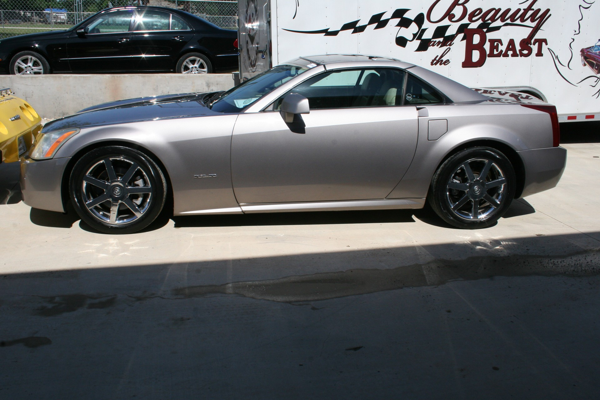 4th Image of a 2005 CADILLAC XLR ROADSTER