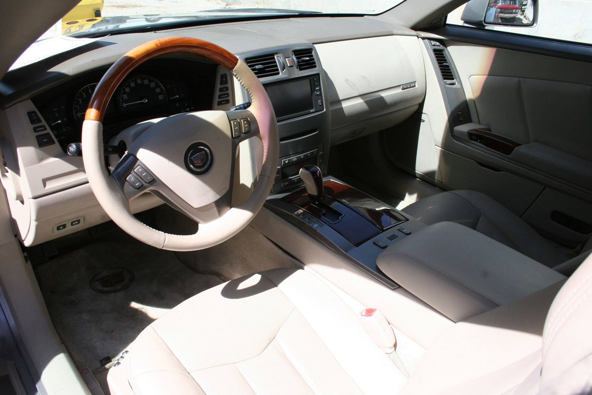 5th Image of a 2005 CADILLAC XLR ROADSTER