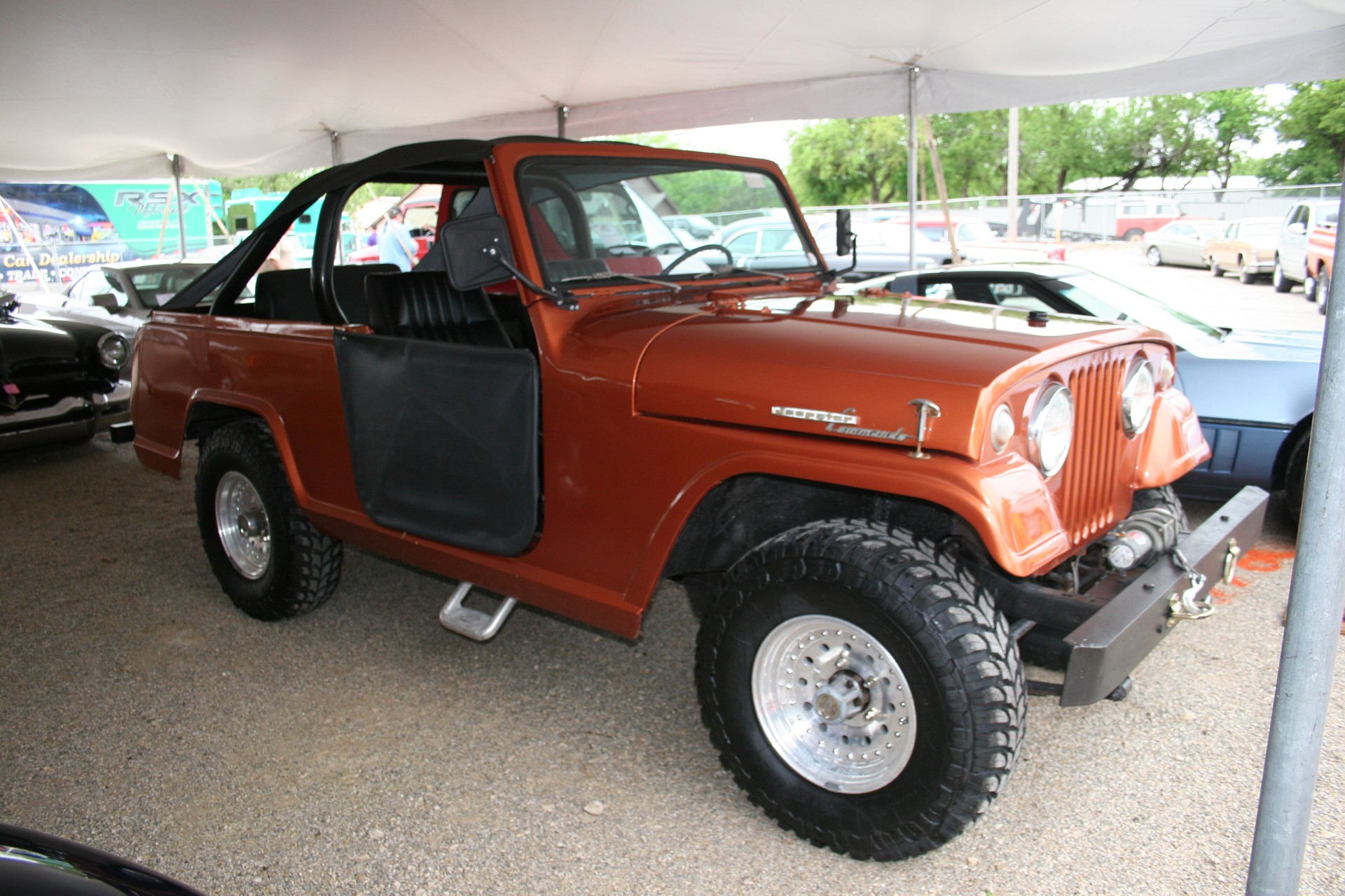 2nd Image of a 1969 JEEP COMMANDO