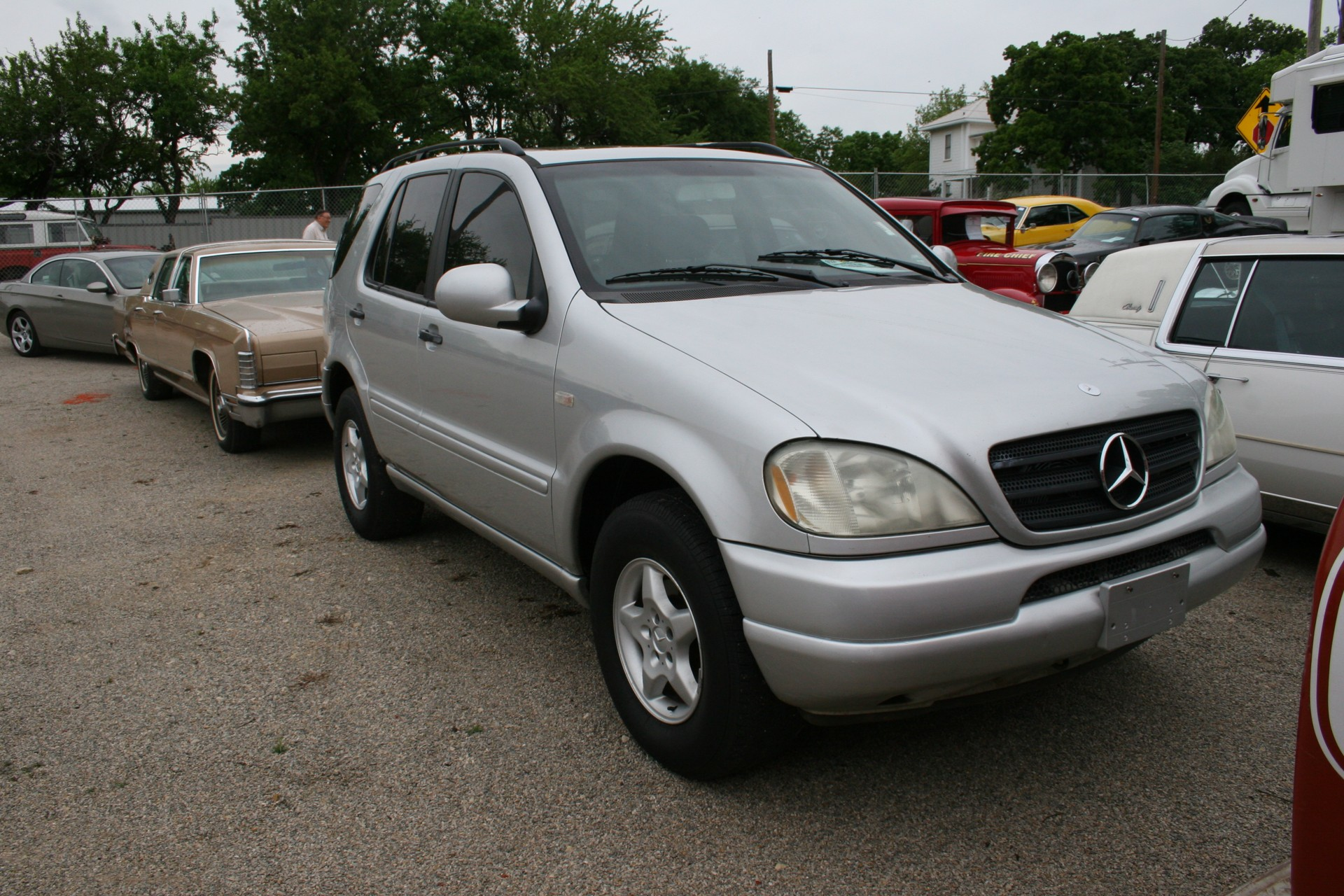2nd Image of a 2000 MERCEDES-BENZ M-CLASS ML320