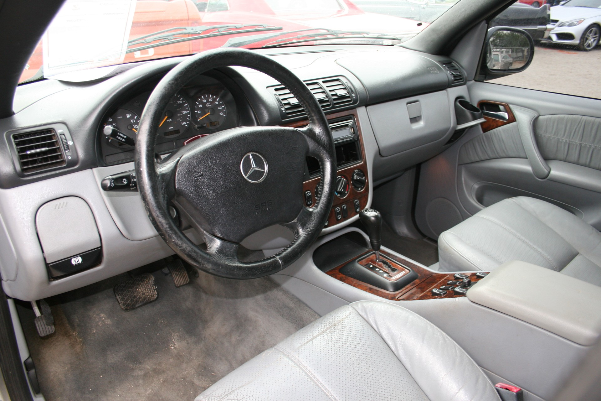 5th Image of a 2000 MERCEDES-BENZ M-CLASS ML320