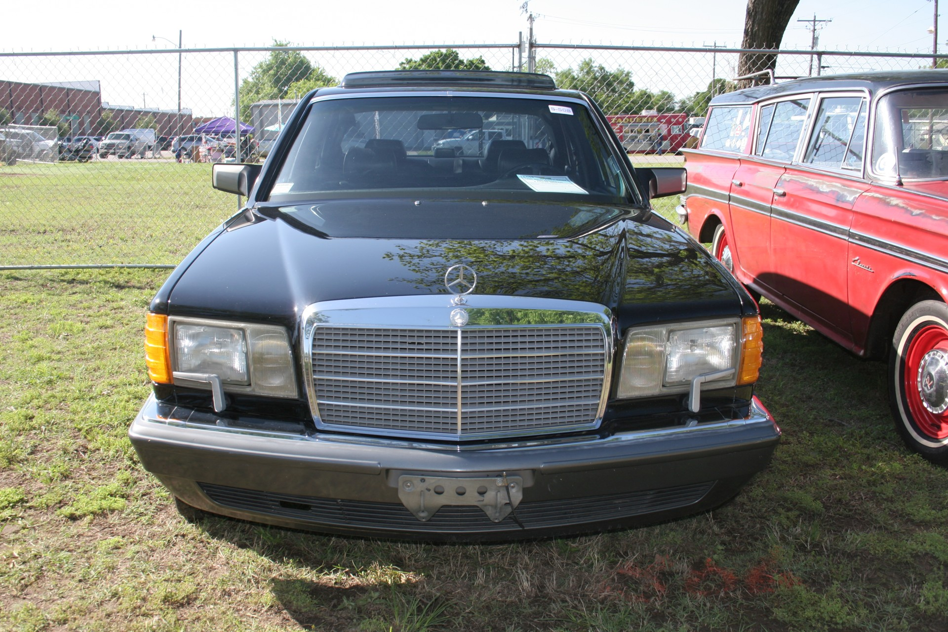 2nd Image of a 1990 MERCEDES-BENZ 560 560SEL