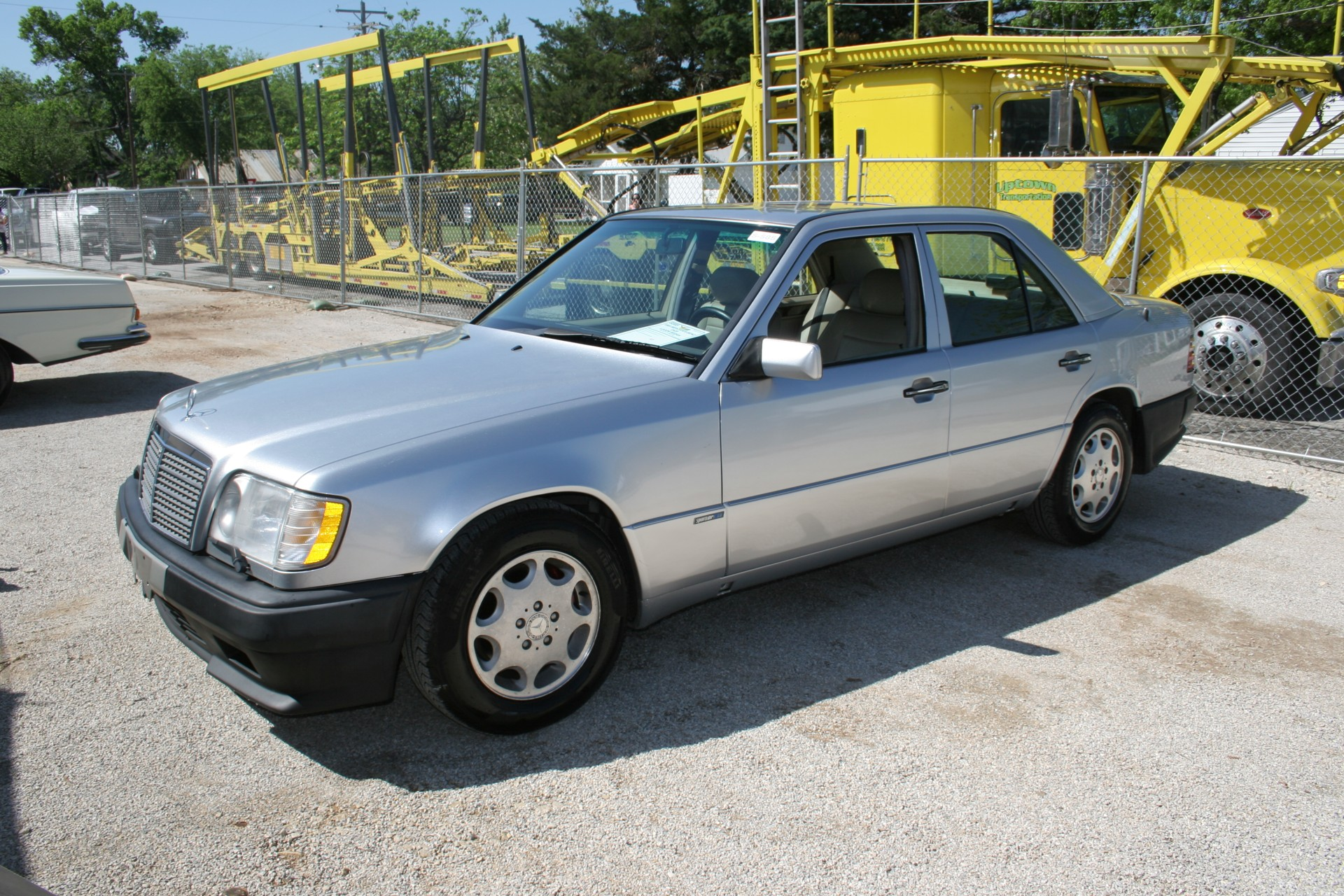 3rd Image of a 1995 MERCEDES-BENZ E420