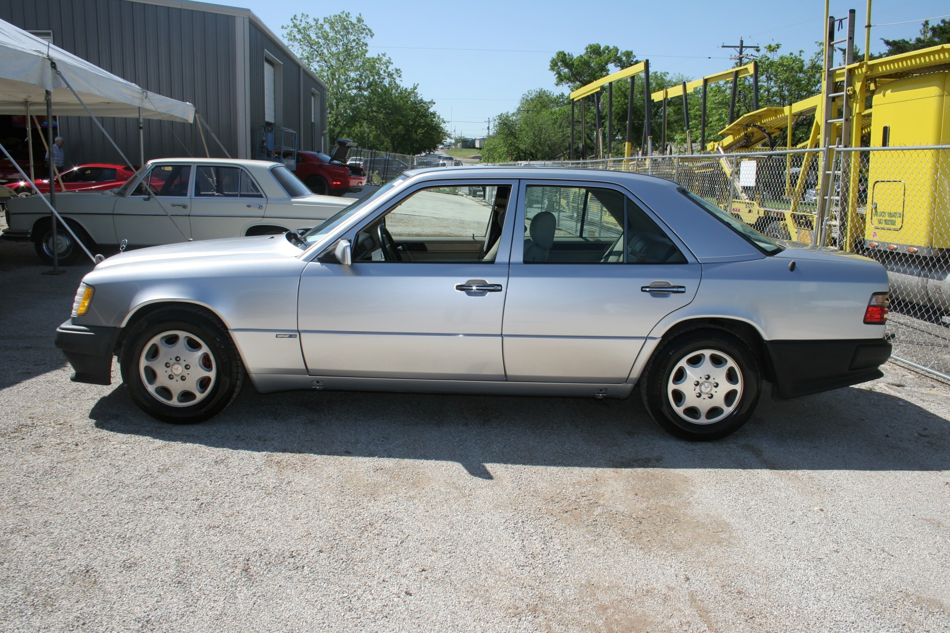4th Image of a 1995 MERCEDES-BENZ E420