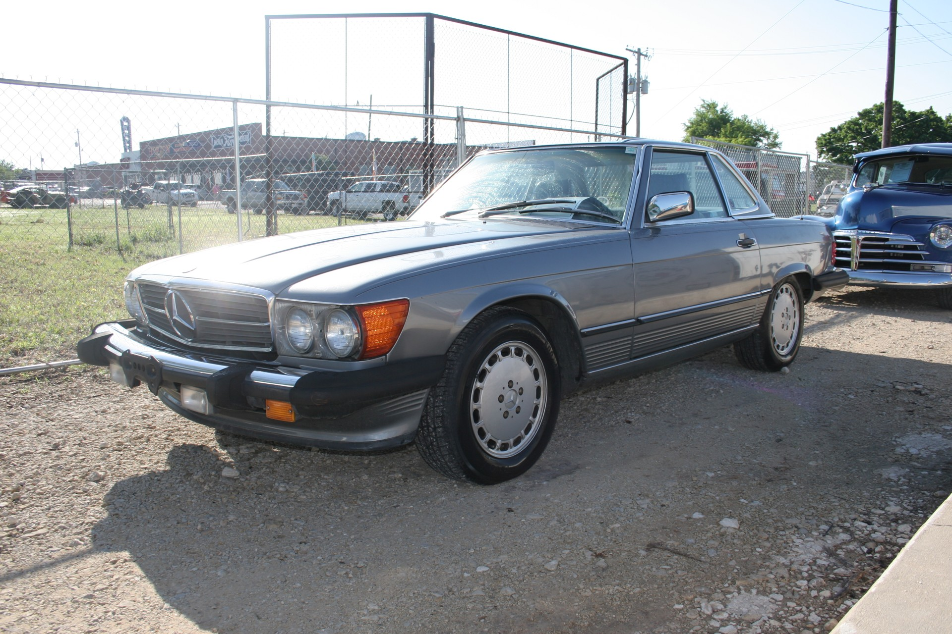 2nd Image of a 1989 MERCEDES-BENZ 560SL