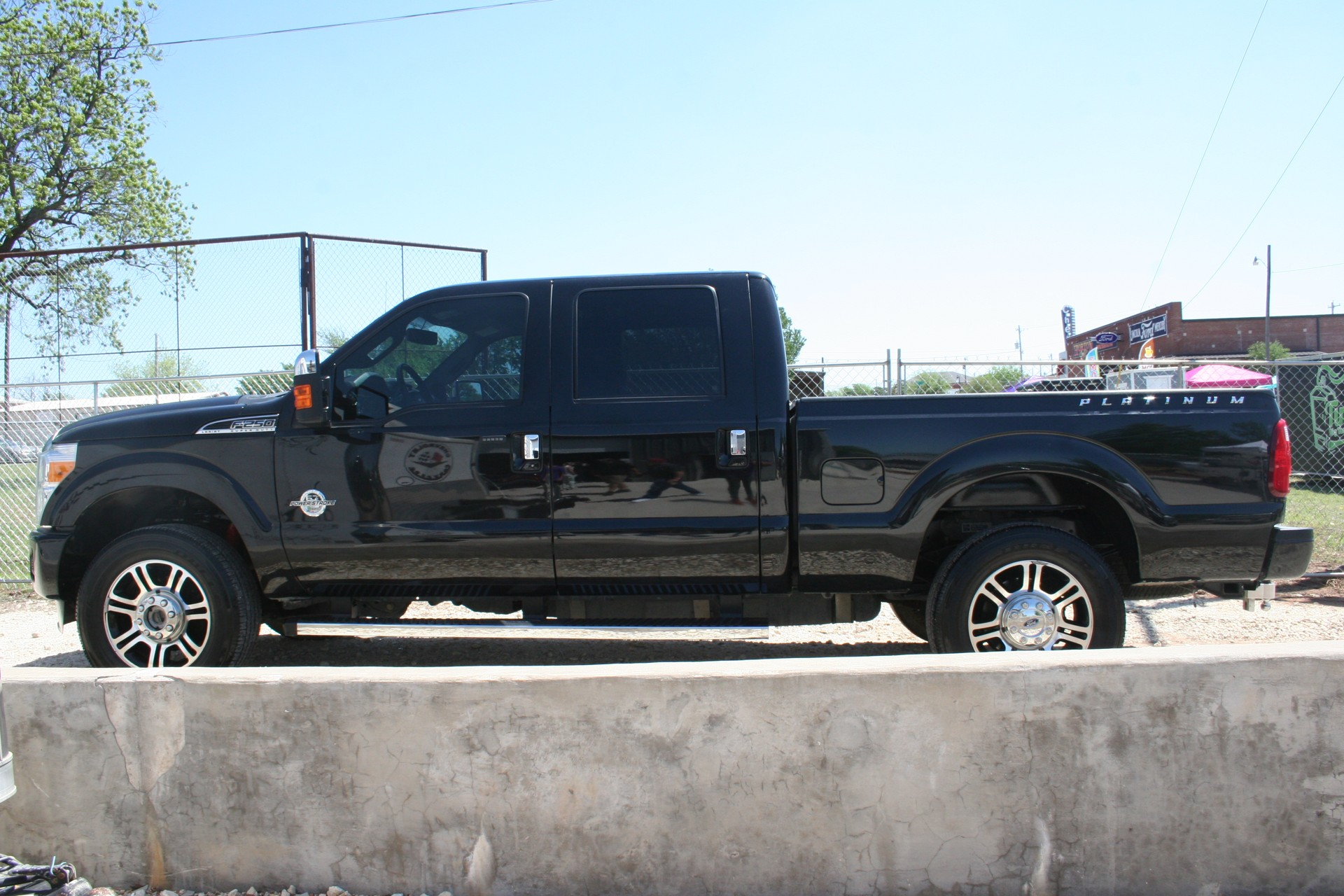 3rd Image of a 2013 FORD F-250 SUPER DUTY