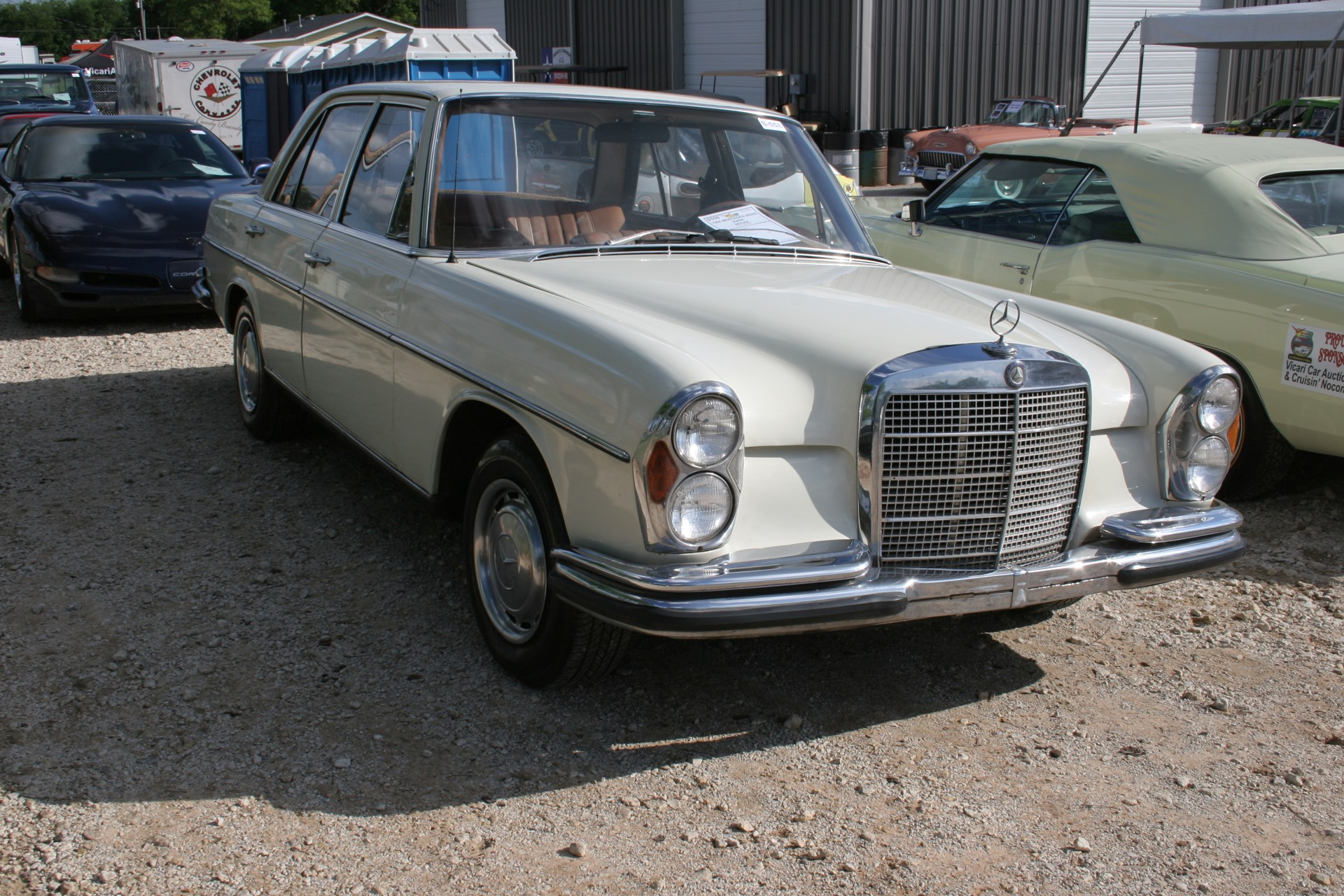 2nd Image of a 1966 MERCEDES BENZ 250SE