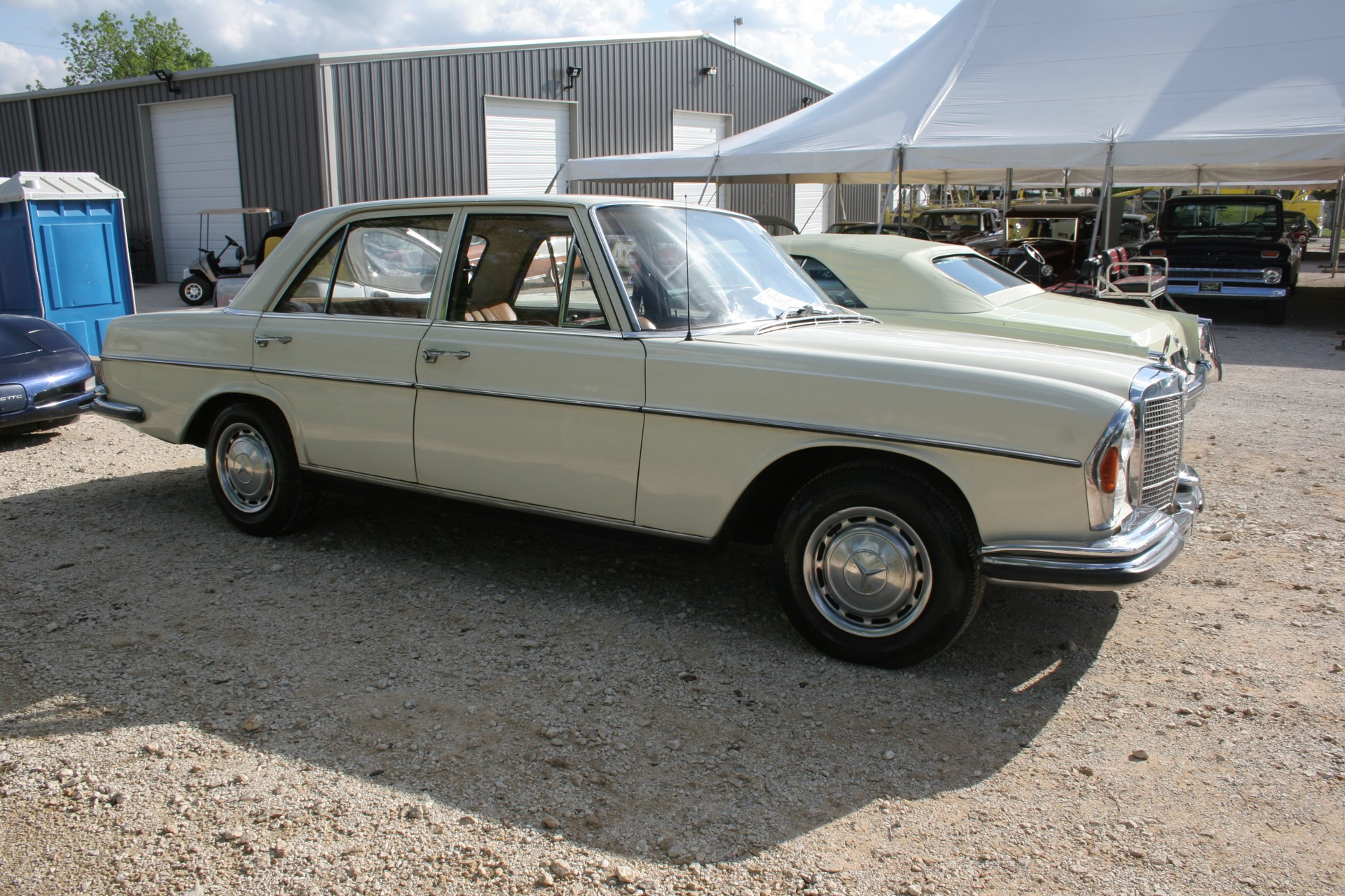 3rd Image of a 1966 MERCEDES BENZ 250SE