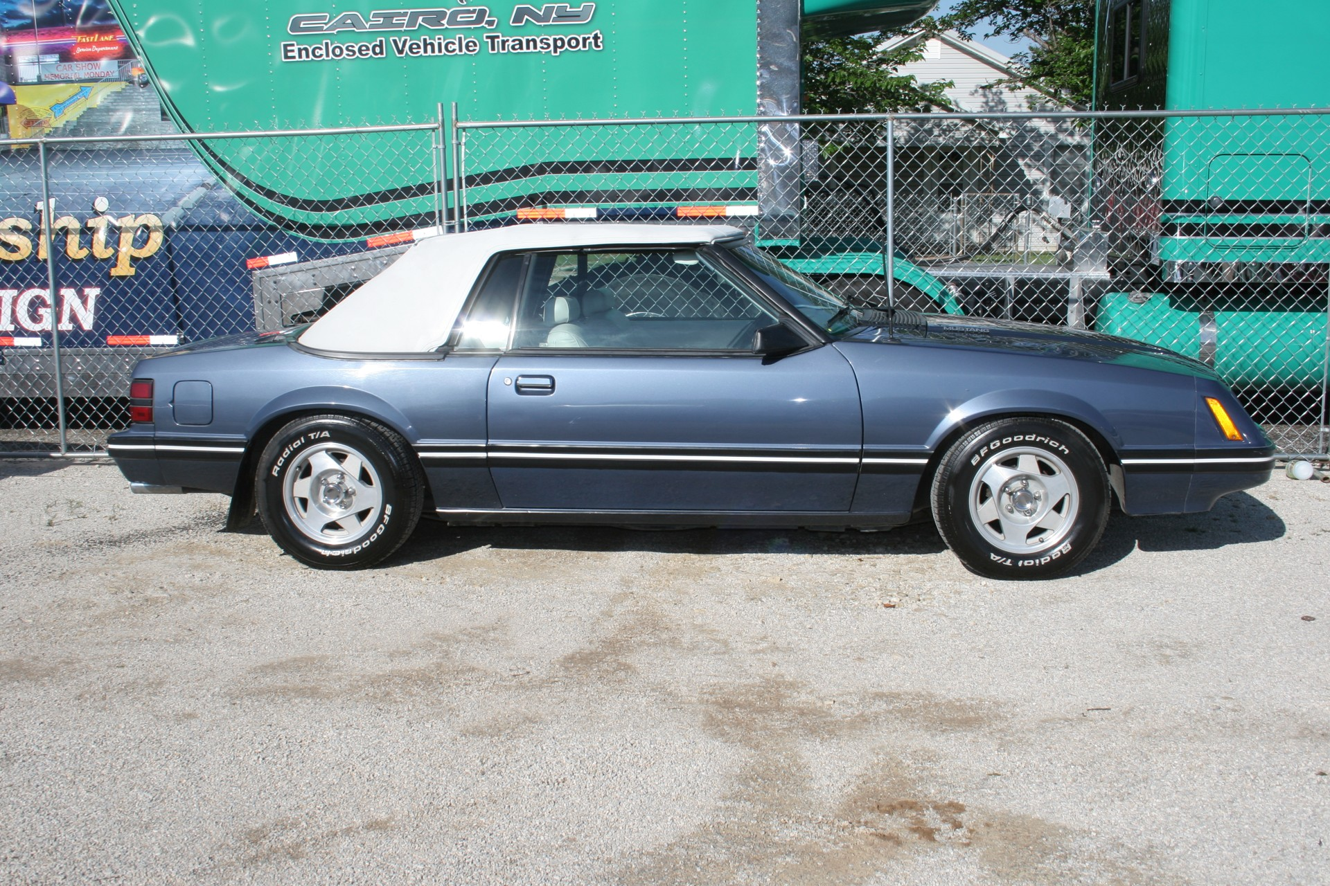 3rd Image of a 1984 FORD MUSTANG LX