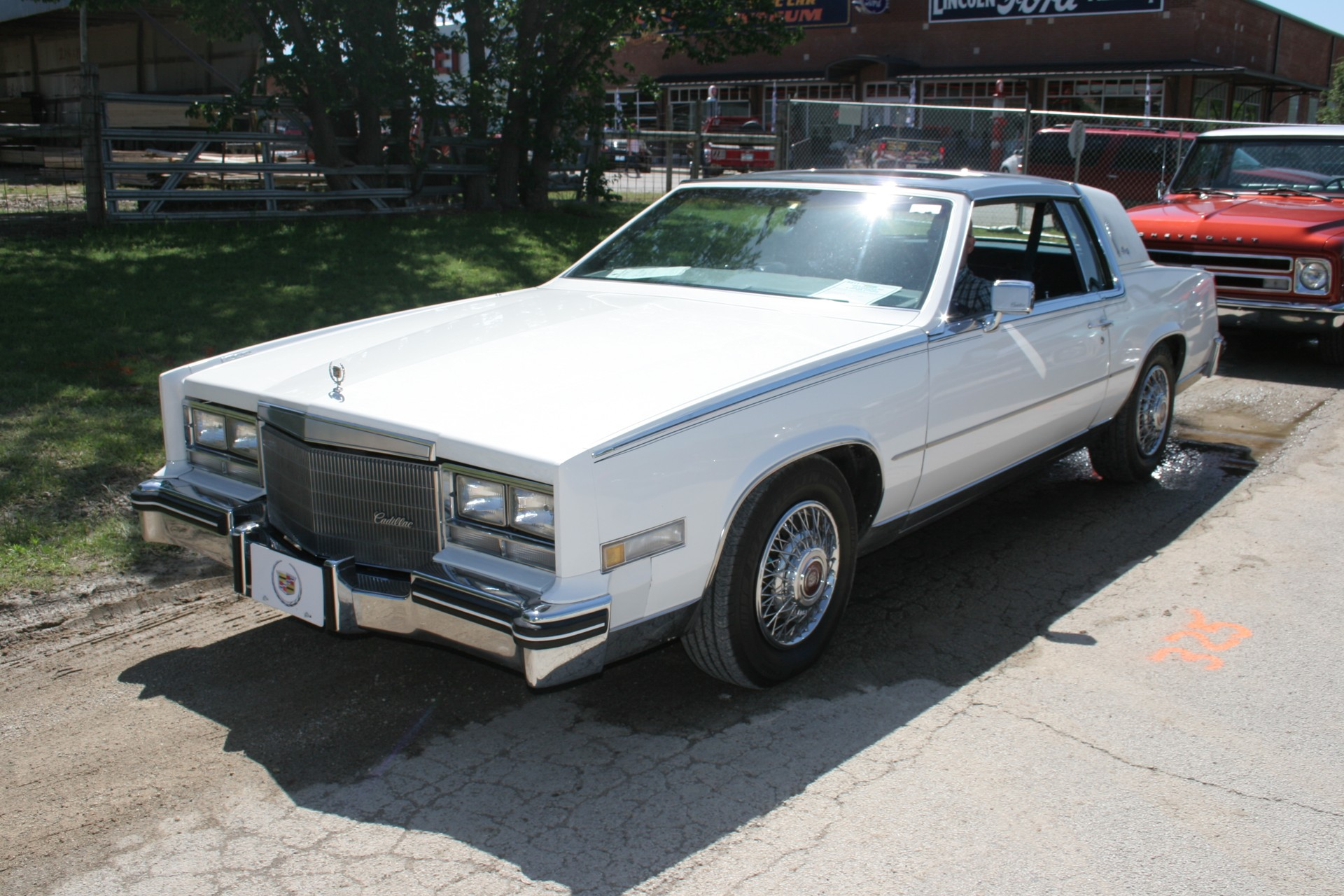 2nd Image of a 1985 CADILLAC ELDORADO