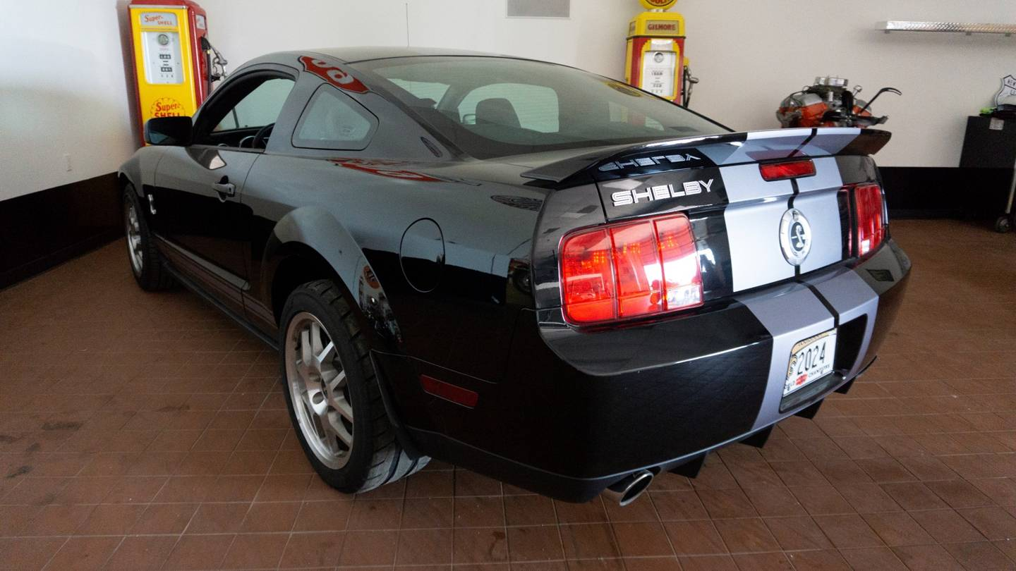 2nd Image of a 2007 FORD MUSTANG SHELBY GT500