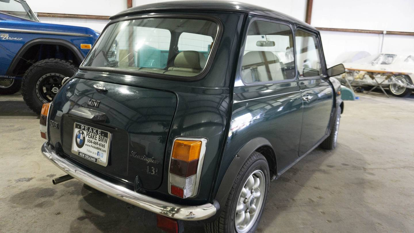 2nd Image of a 1970 AUSTIN MINI