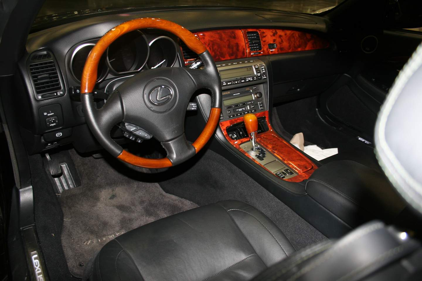 4th Image of a 2008 LEXUS SC 430