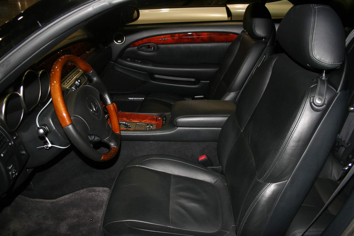 5th Image of a 2008 LEXUS SC 430