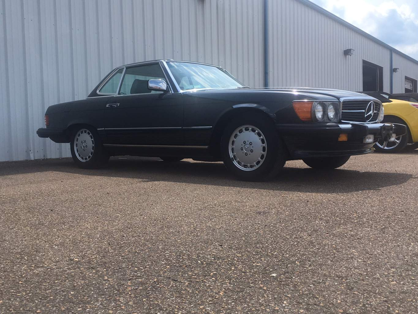 3rd Image of a 1986 MERCEDES-BENZ 560 560SL