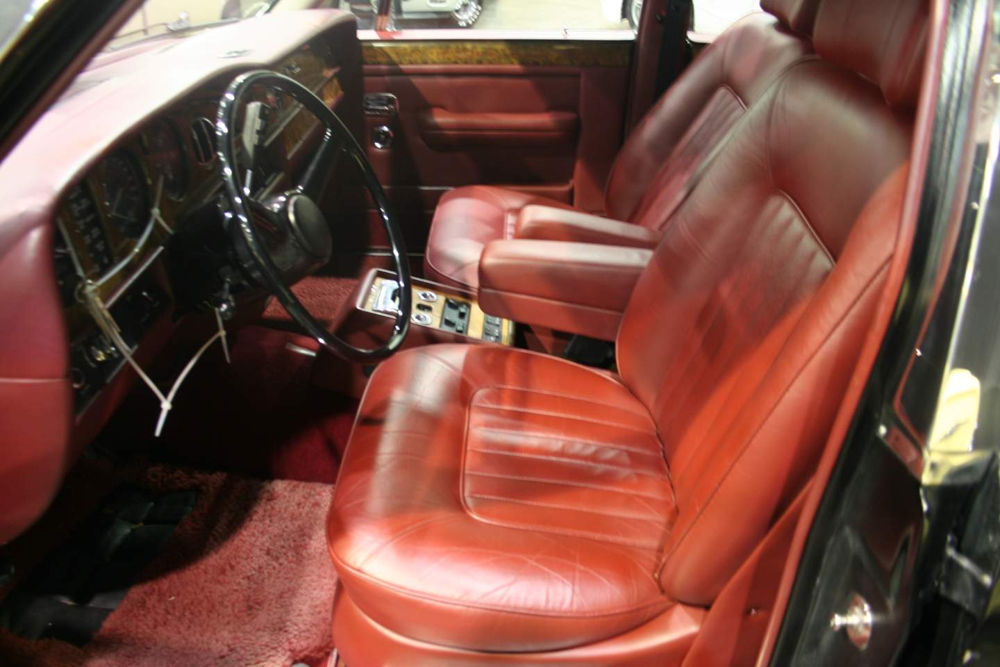 5th Image of a 1988 ROLLS ROYCE SILVER SPUR