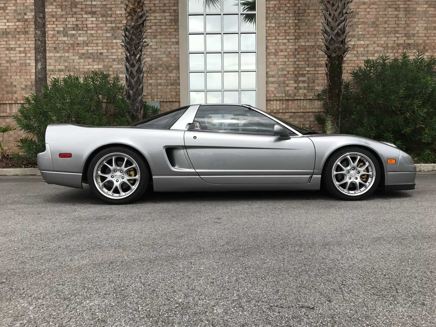 3rd Image of a 2005 ACURA NSX