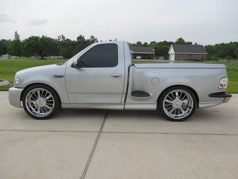 Th Image Of A  Ford F  Ton Svt Lightning