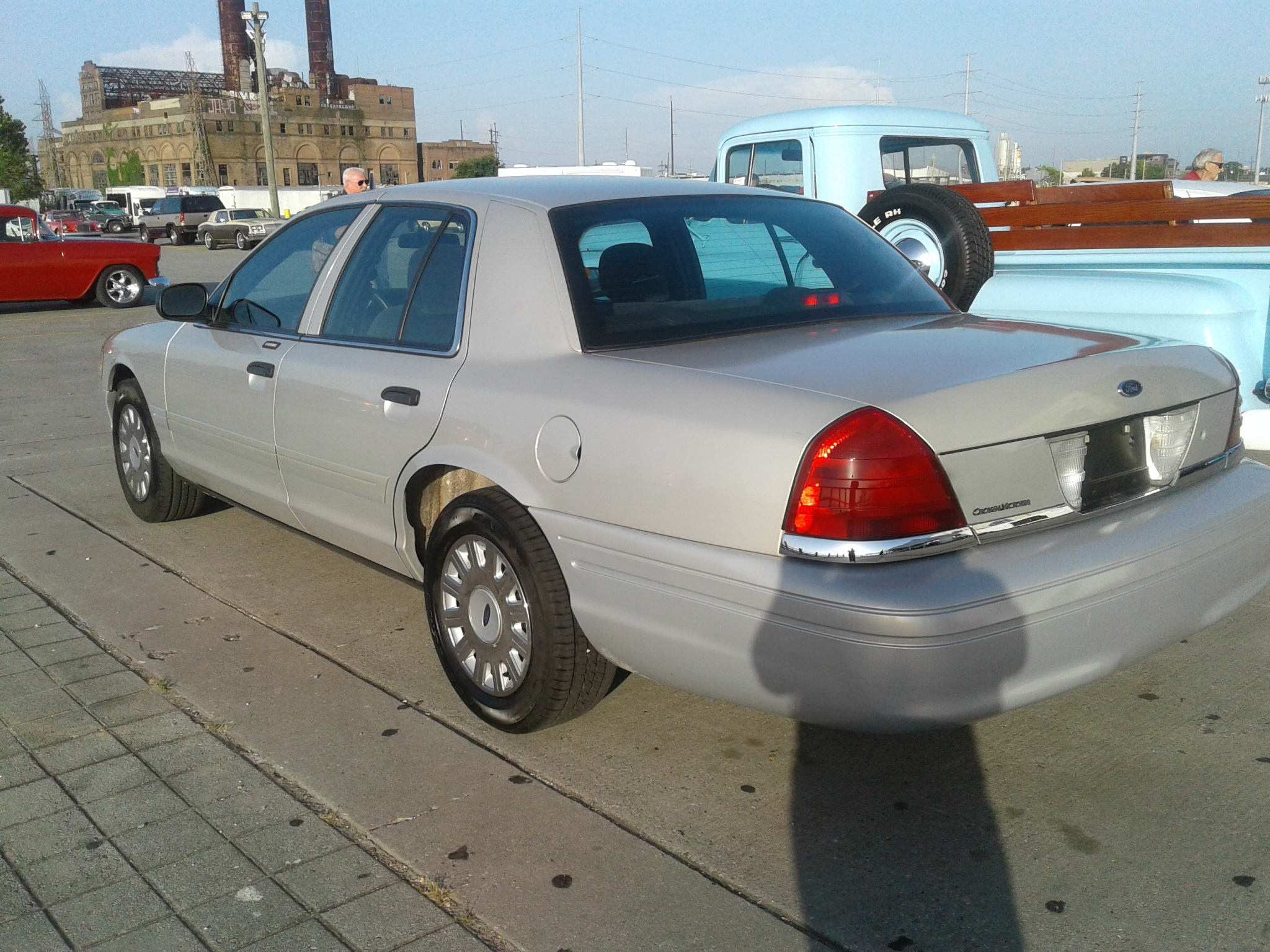 2nd image of a 2007 ford crown victoria