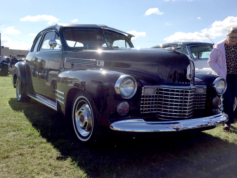 2nd Image of a 1941 CADILLAC 60