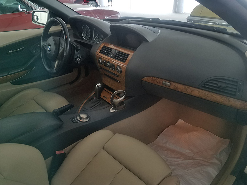 3rd Image of a 2005 BMW 6 SERIES 645CIC