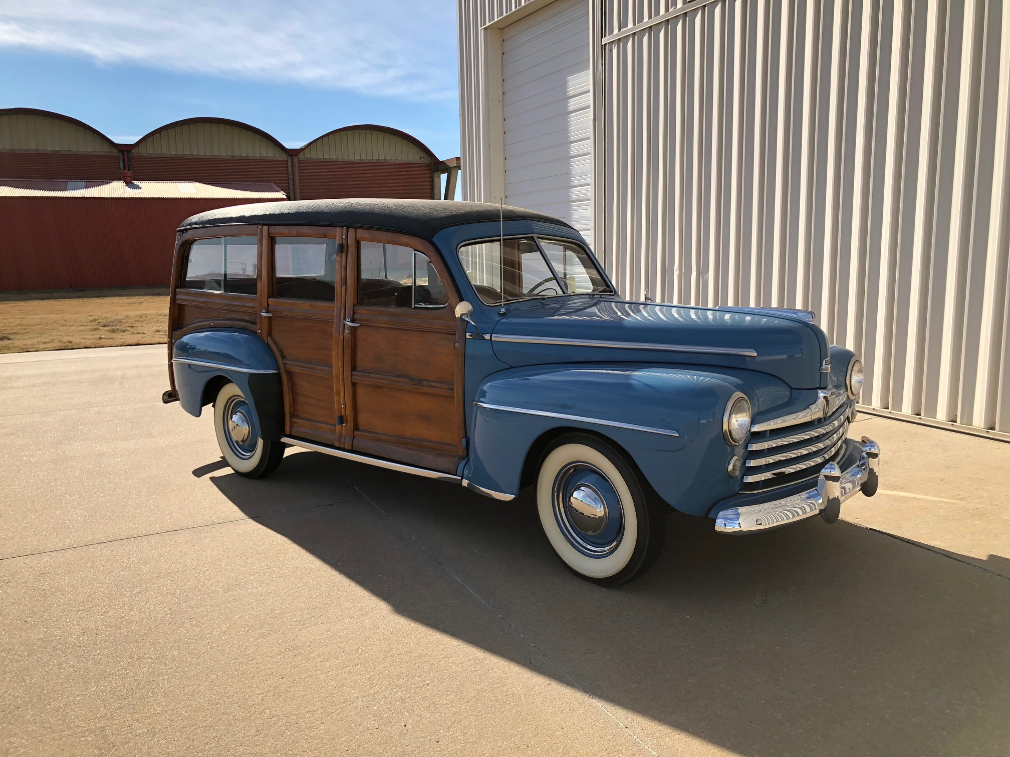 3rd Image of a 1947 FORD SUPER DELUXE WOODY
