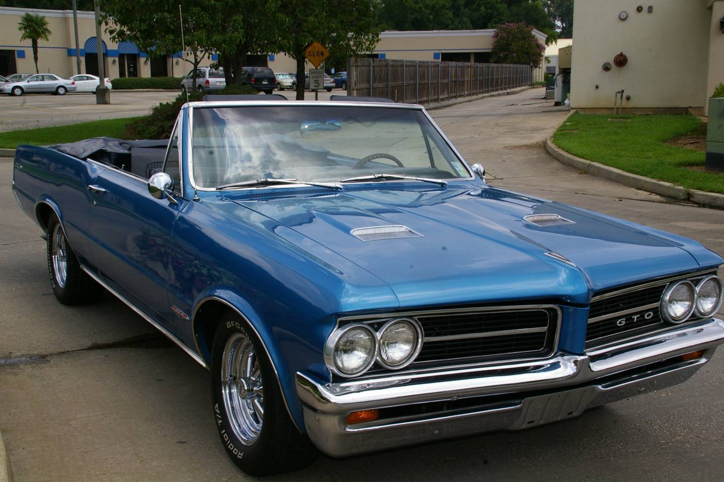 2nd Image of a 1964 PONTIAC LEMANS GTO
