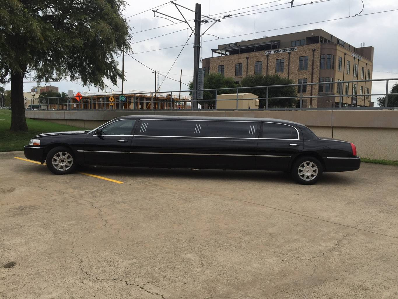 2nd Image of a 2007 LINCOLN TOWN CAR EXECUTIVE